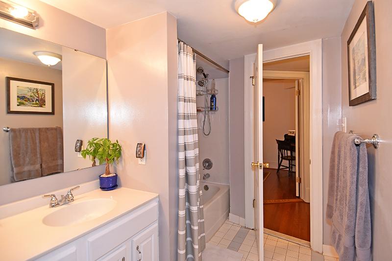 24 Bath 3.jpg