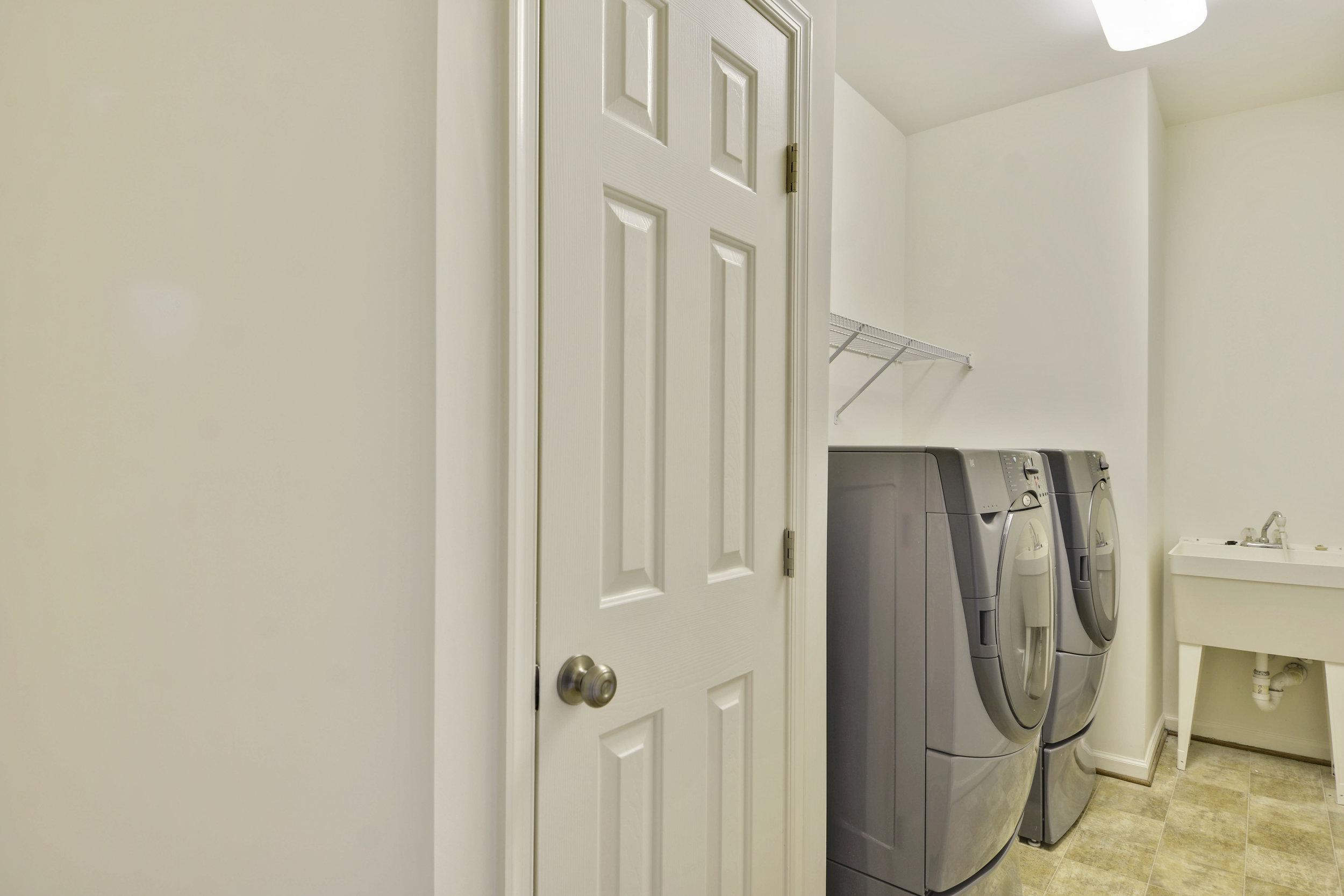 Main Level-Laundry-_DSC3213.JPG