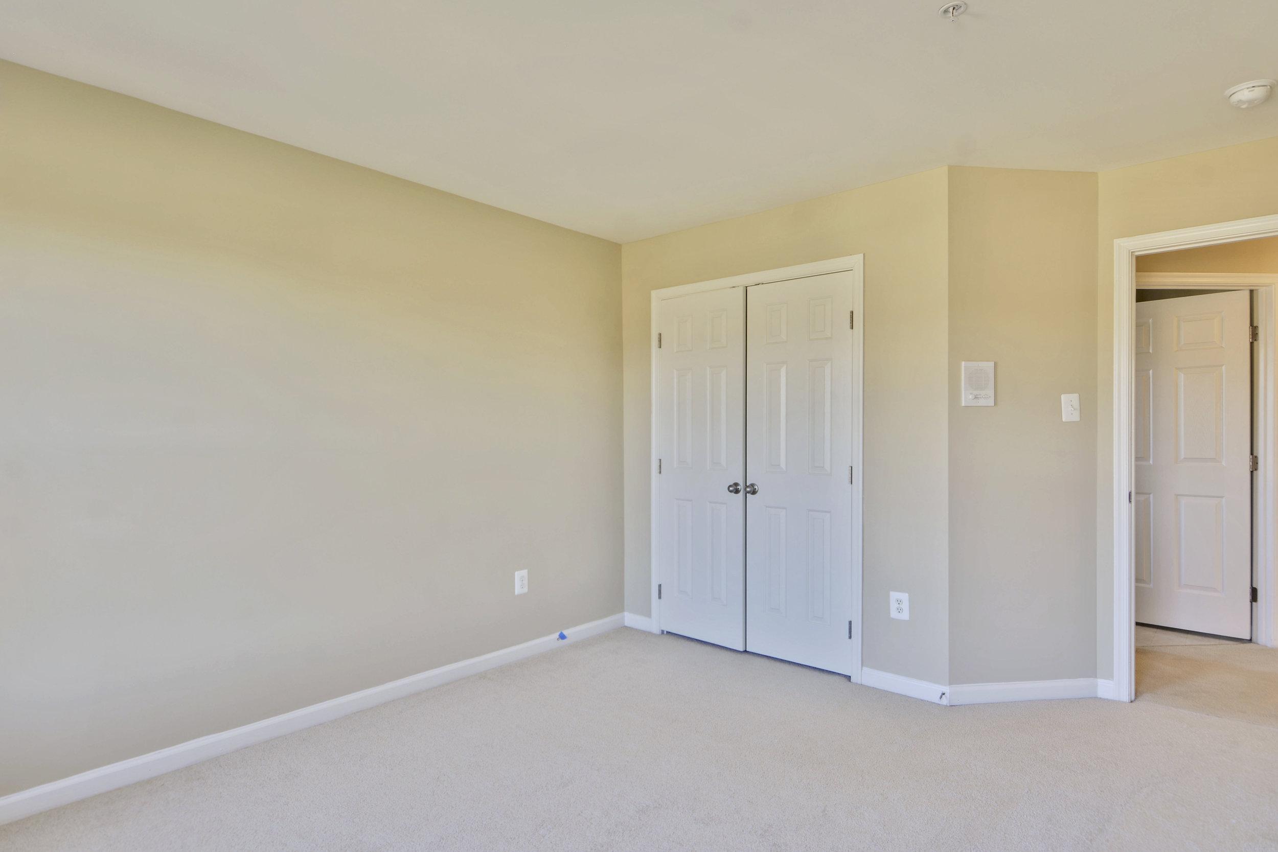Upper Level-Bedroom-_DSC3297.JPG