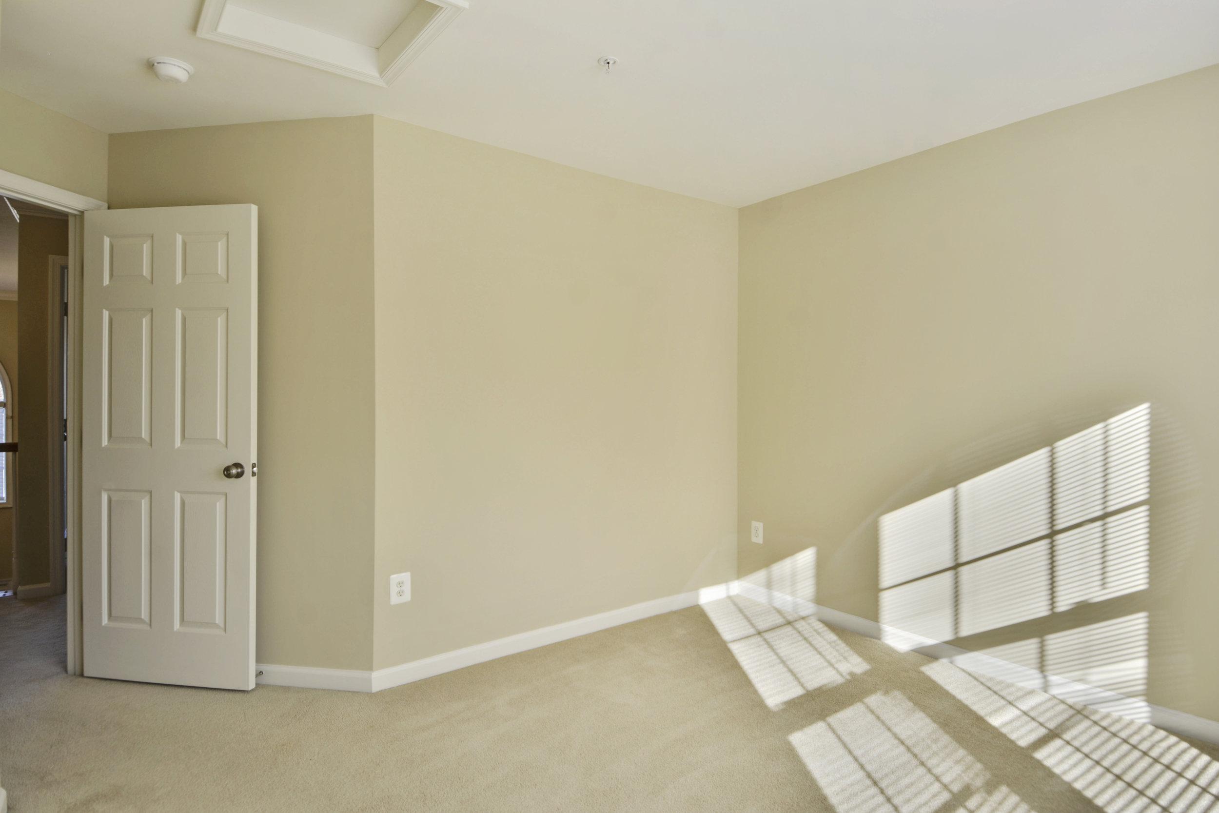 Upper Level-Bedroom-_DSC3312.JPG