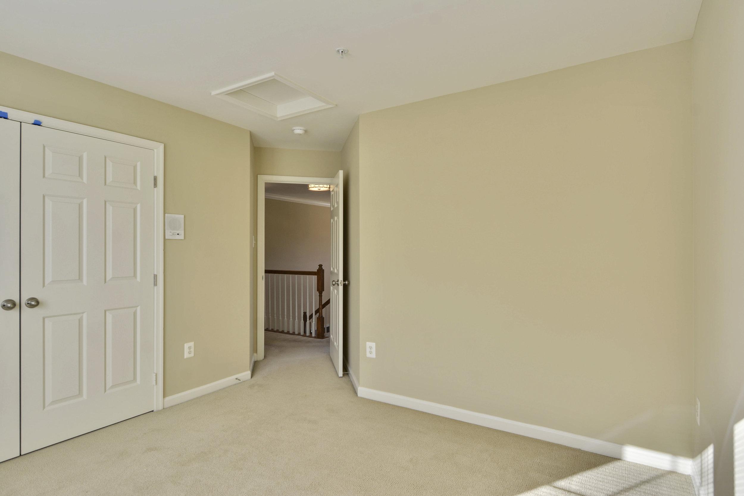 Upper Level-Bedroom-_DSC3315.JPG