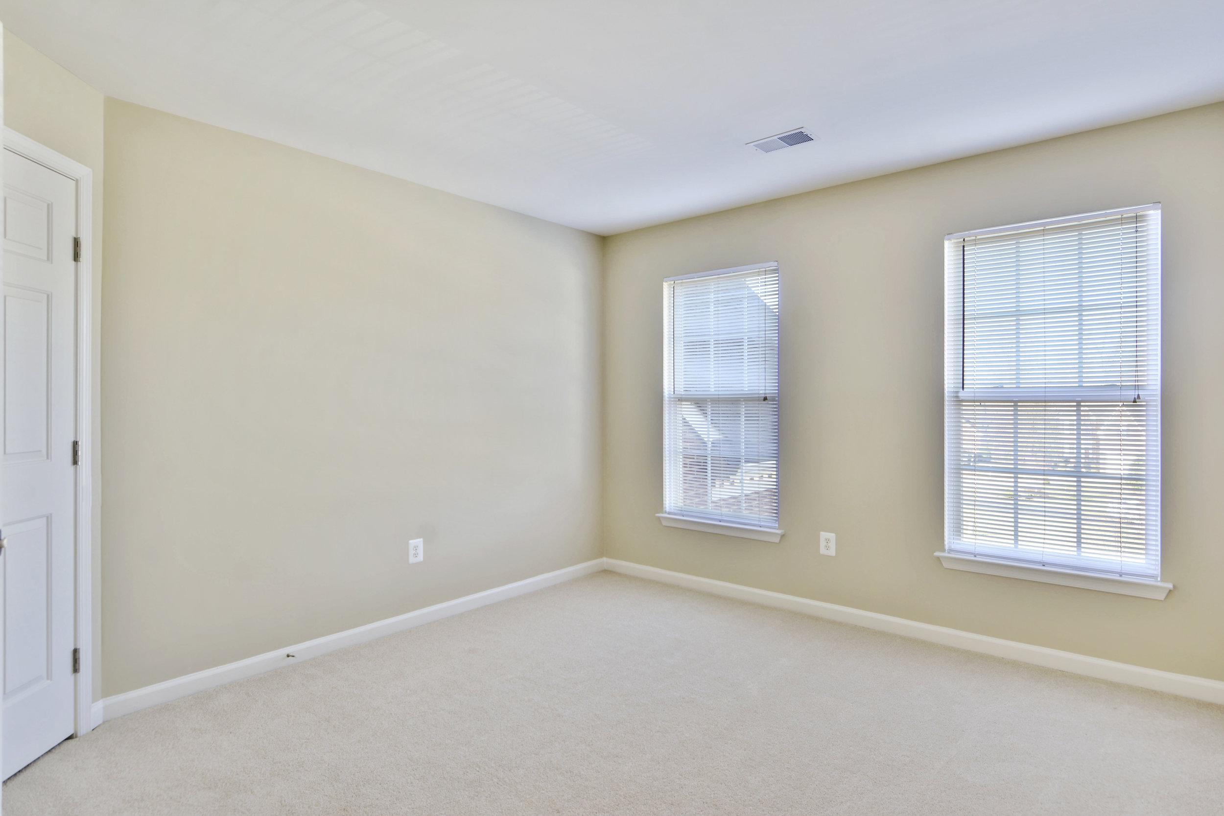 Upper Level-Bedroom-_DSC3345.JPG