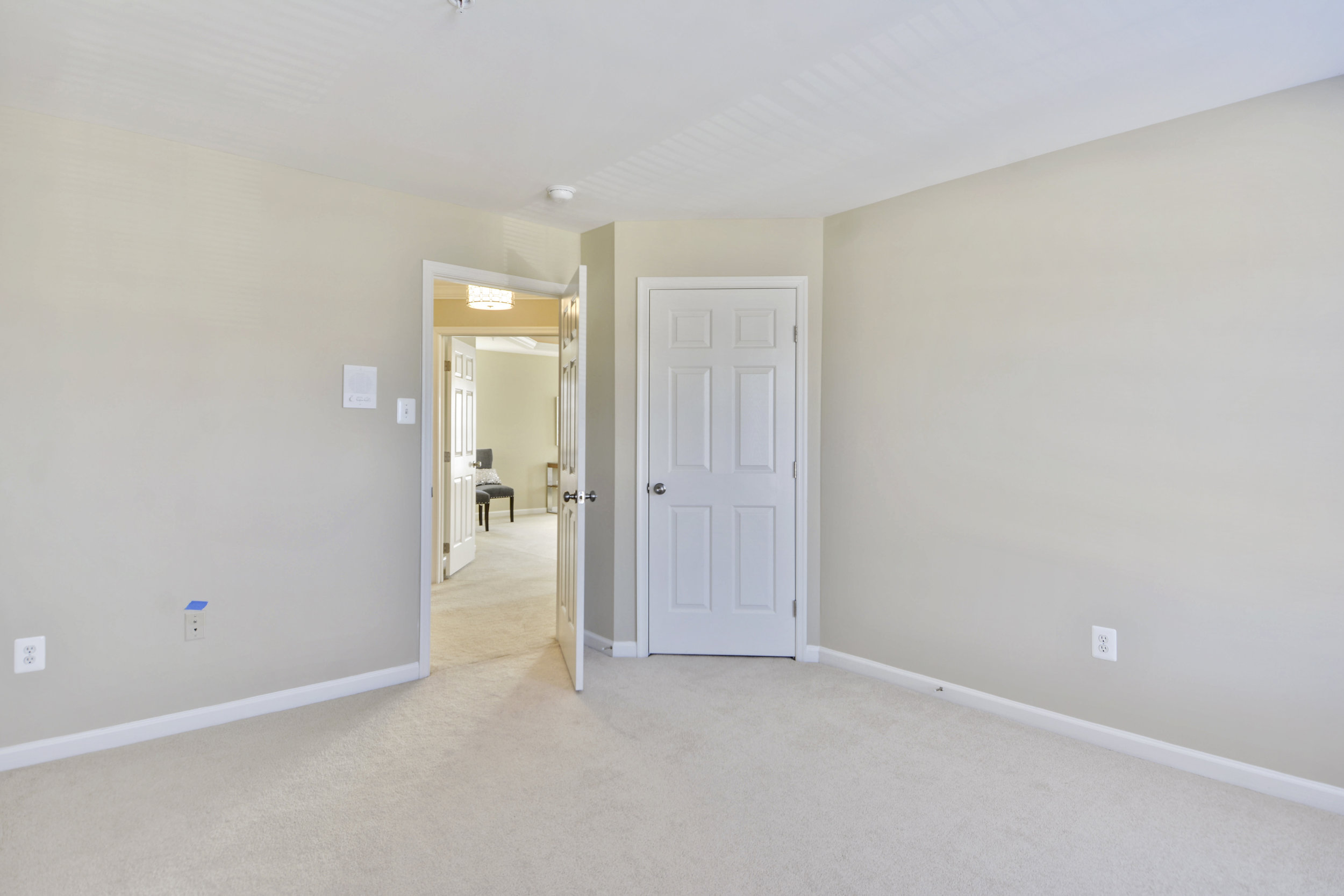 Upper Level-Bedroom-_DSC3348.JPG