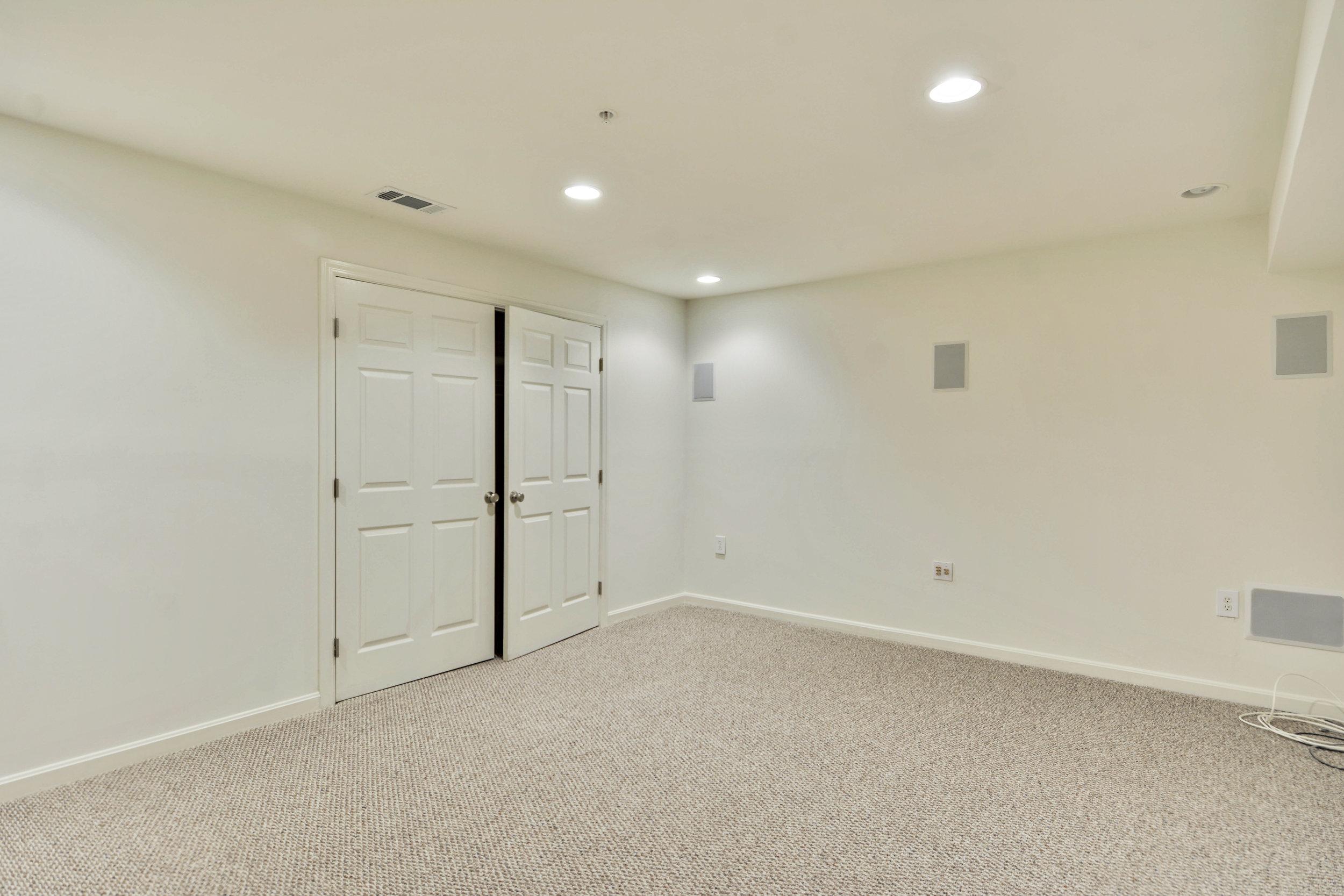 Lower Level-Bedroom-_DSC3285.JPG