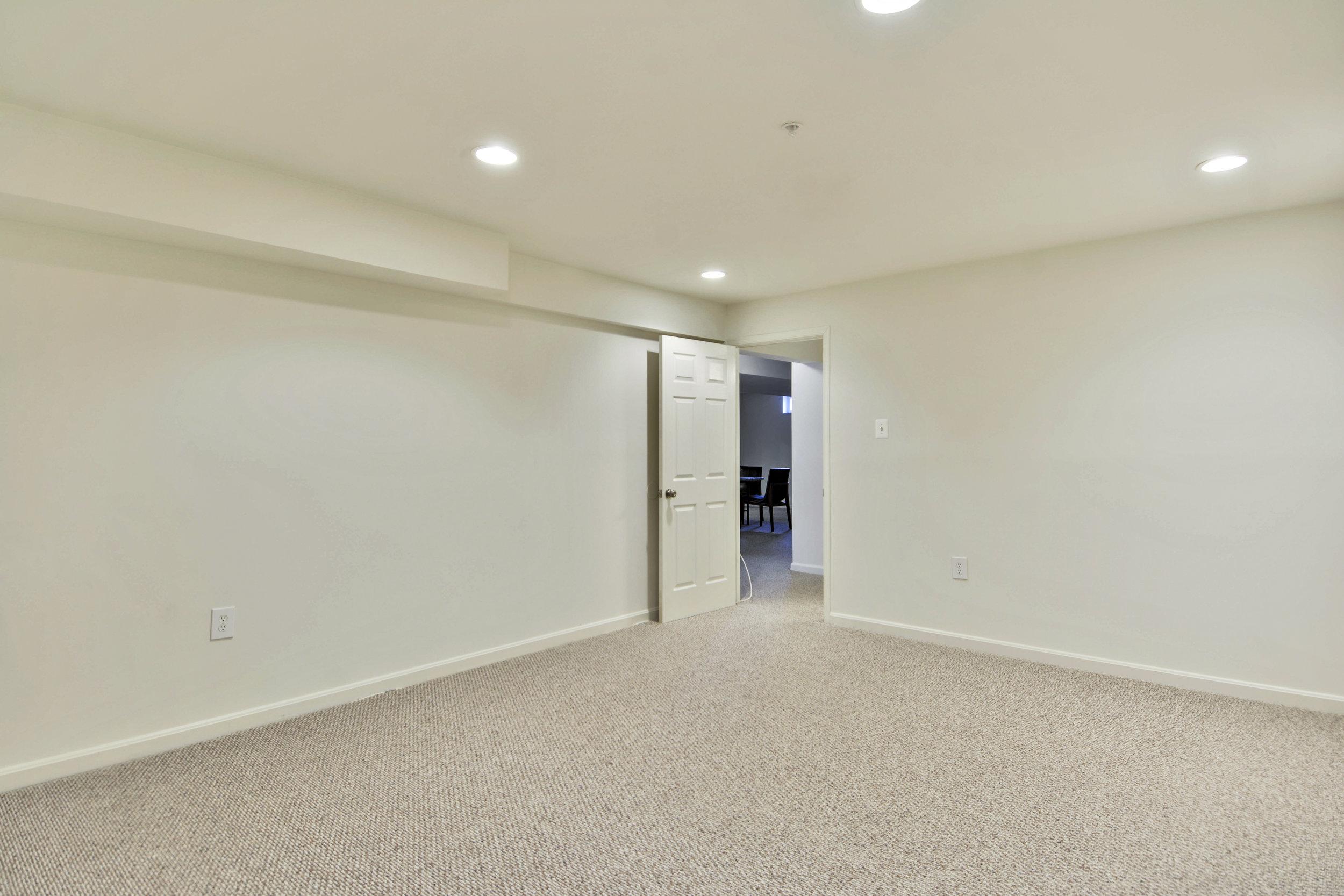 Lower Level-Bedroom-_DSC3288.JPG