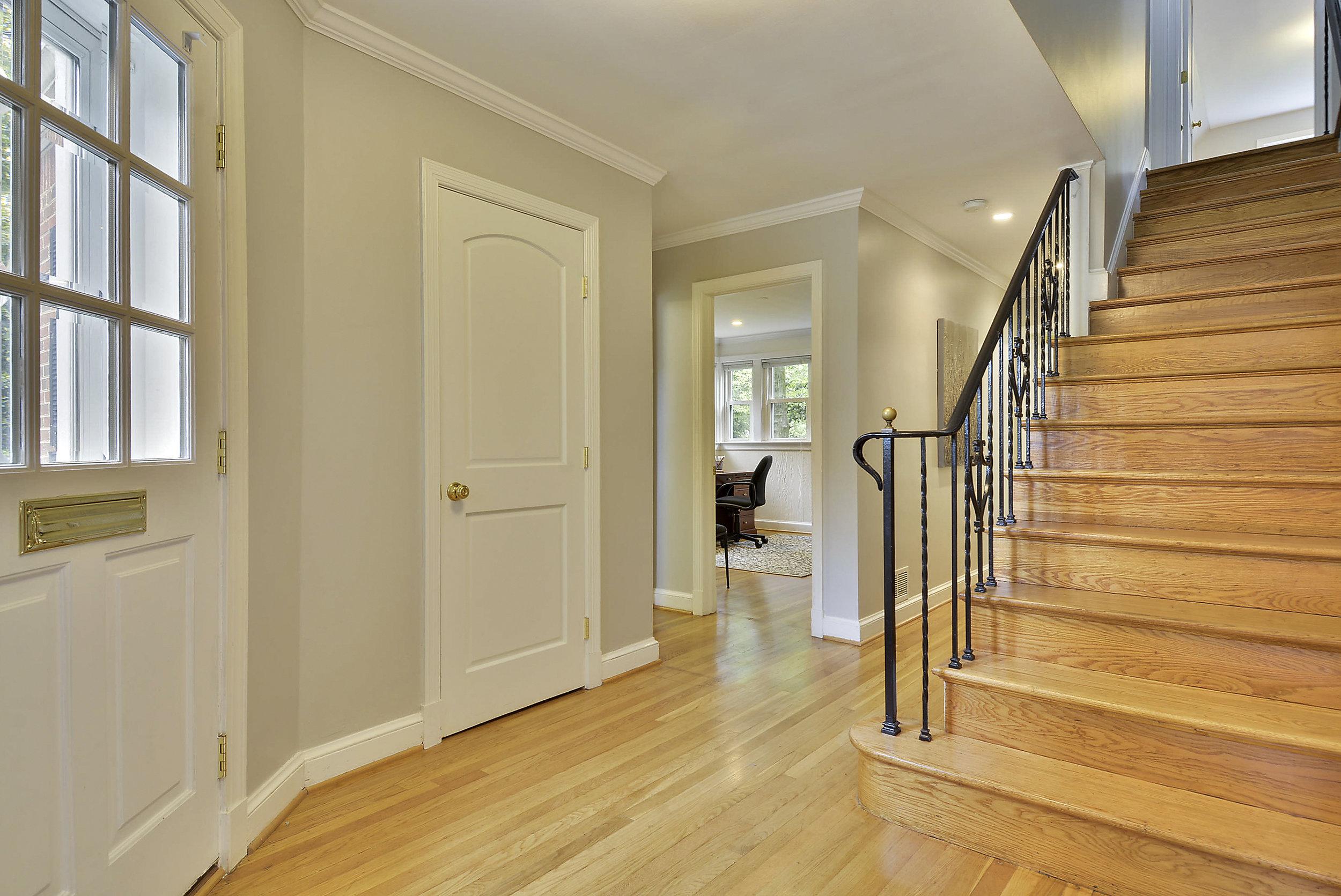 Main Level-Stairs-_DSC6025.JPG