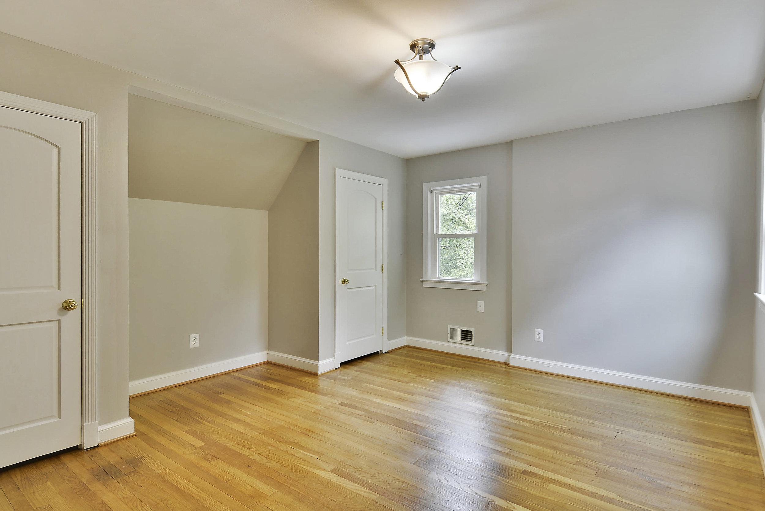 Upper Level-Bedroom-_DSC5904.JPG