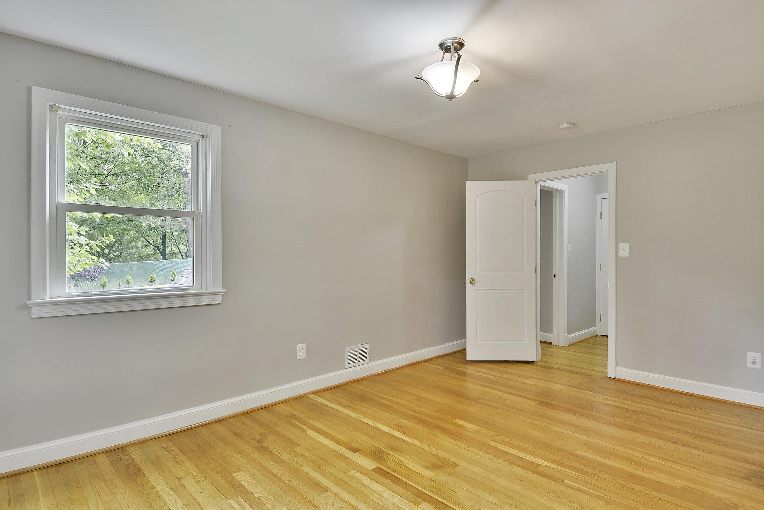 Upper Level-Bedroom-_DSC5914.JPG