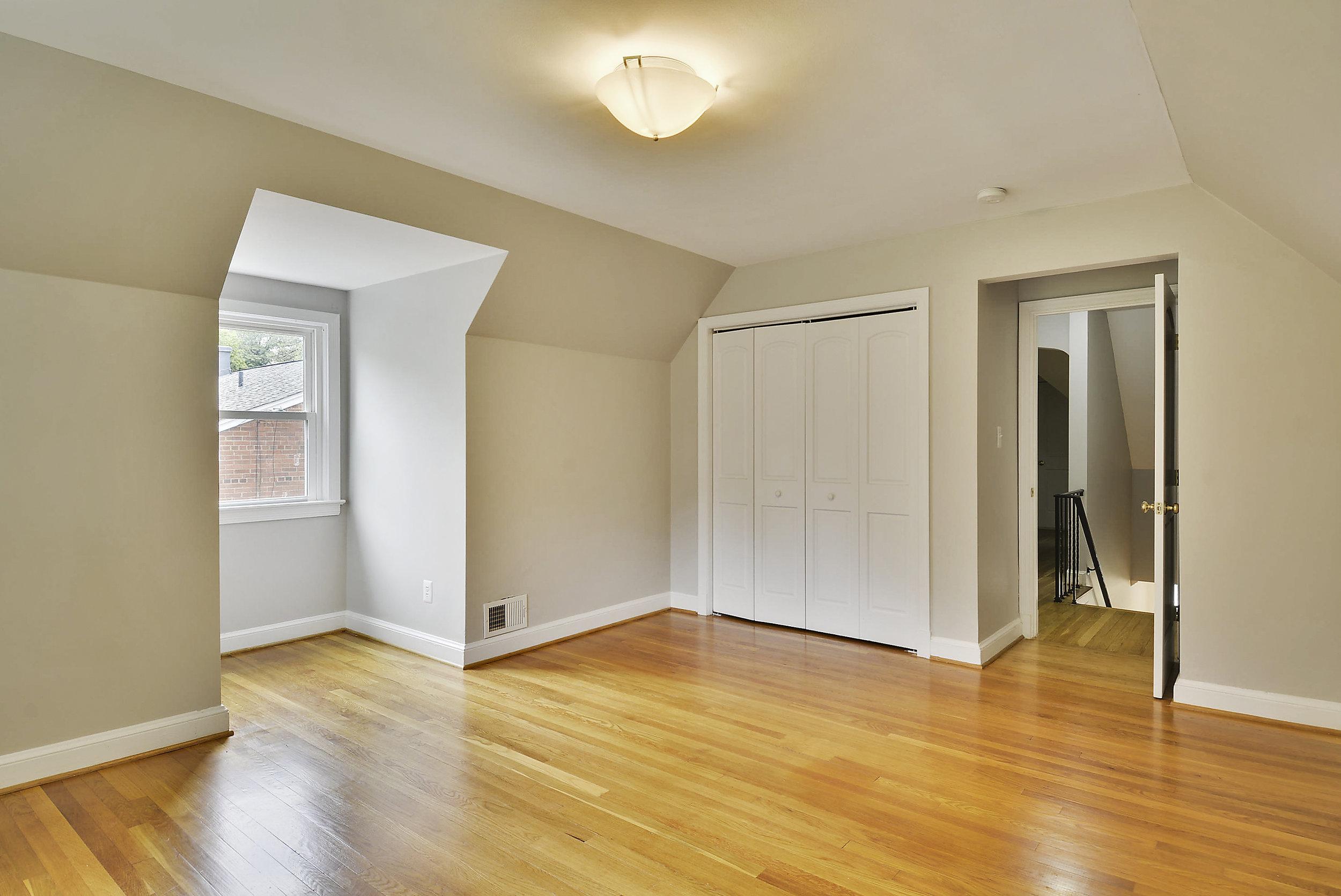 Upper Level-Bedroom-_DSC5929.JPG