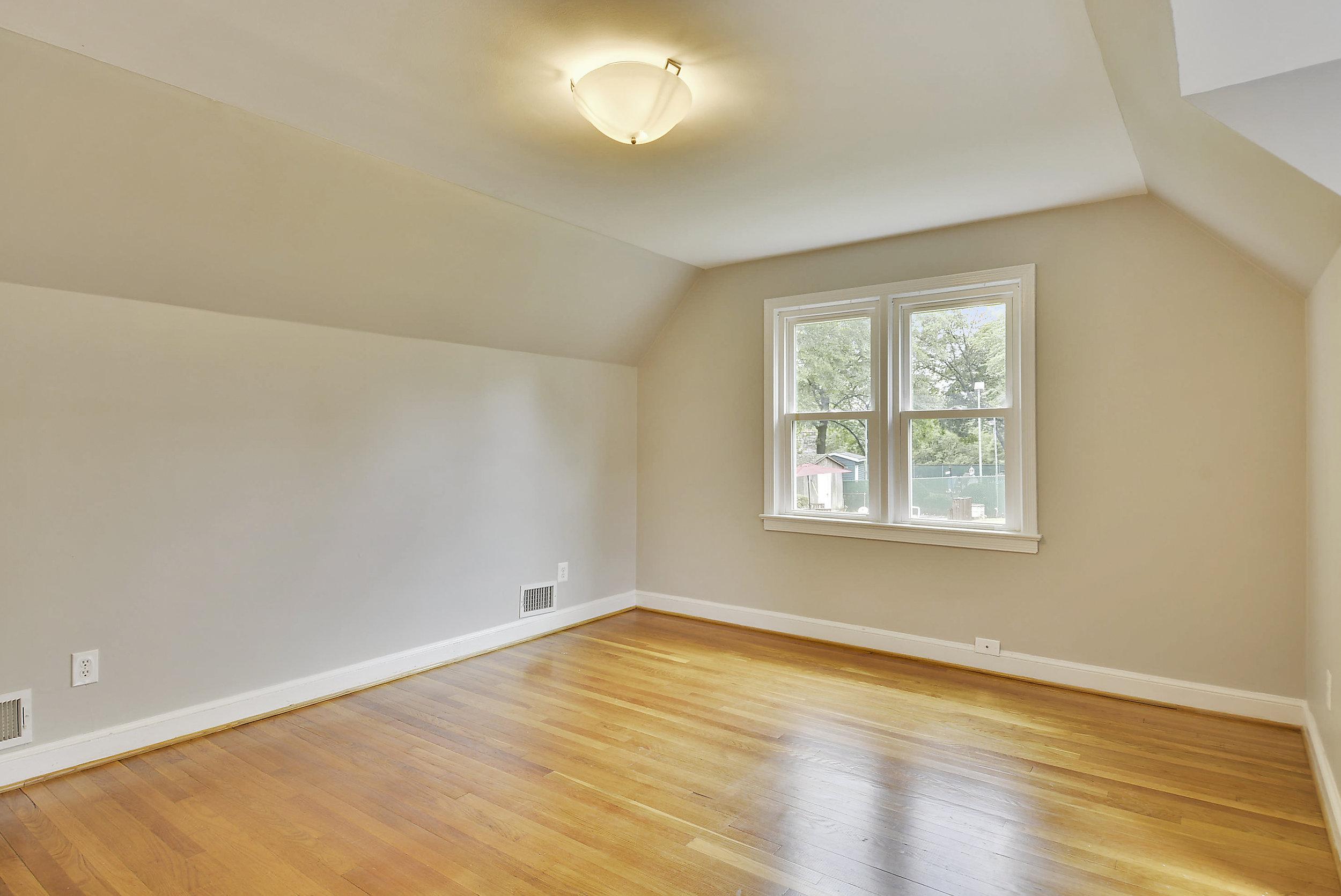 Upper Level-Bedroom-_DSC5934.JPG
