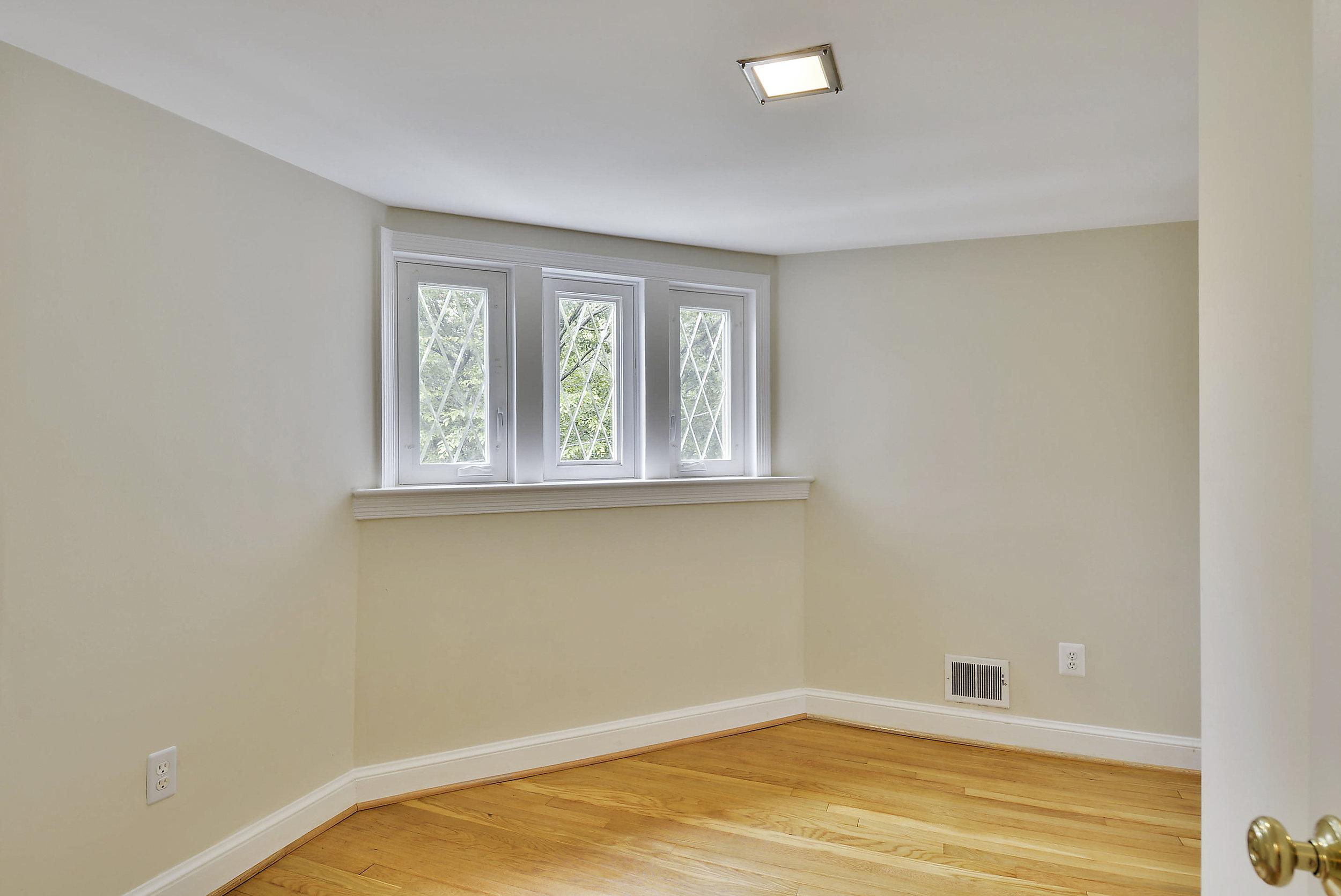 Upper Level-Bedroom-_DSC5950.JPG