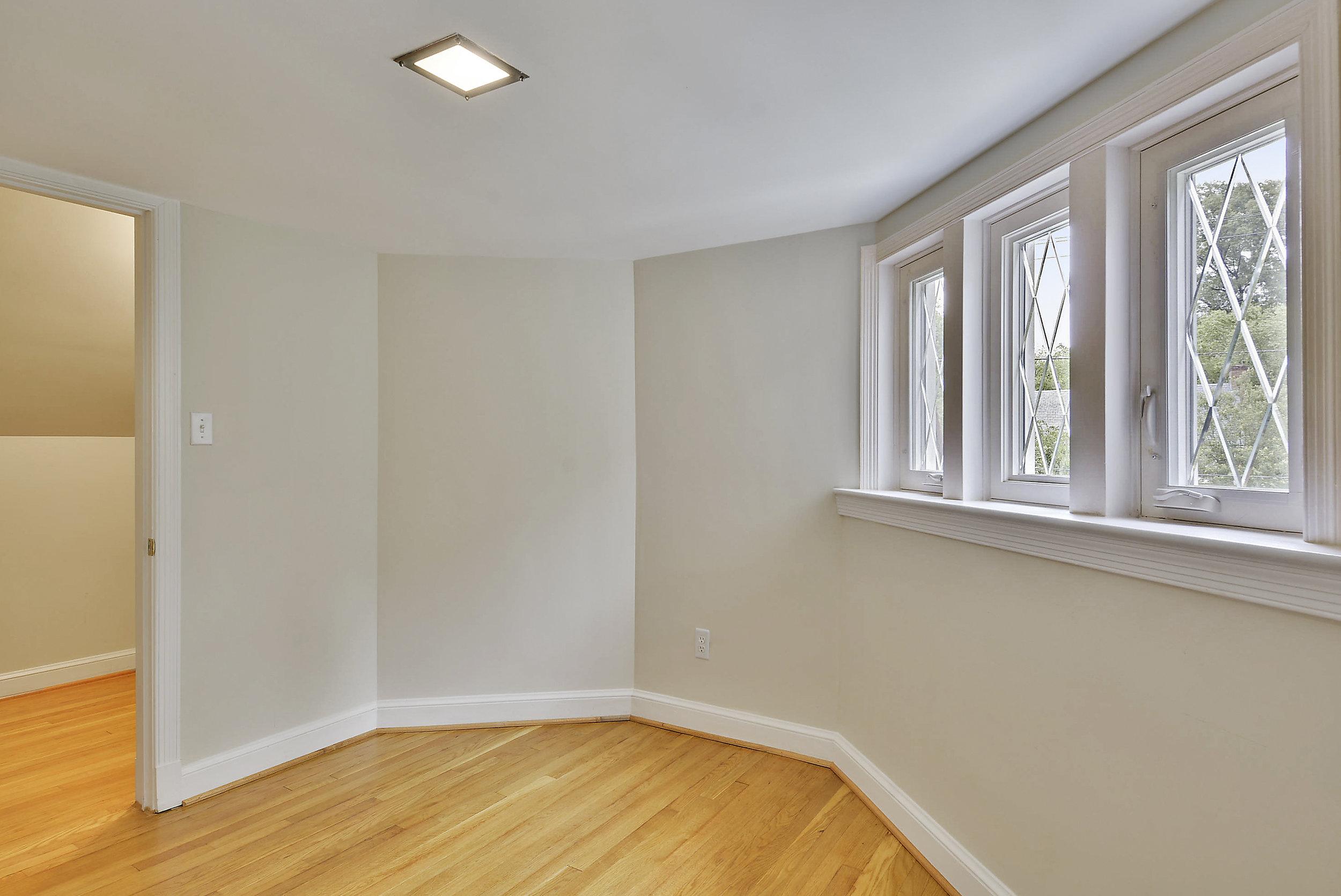 Upper Level-Bedroom-_DSC5955.JPG