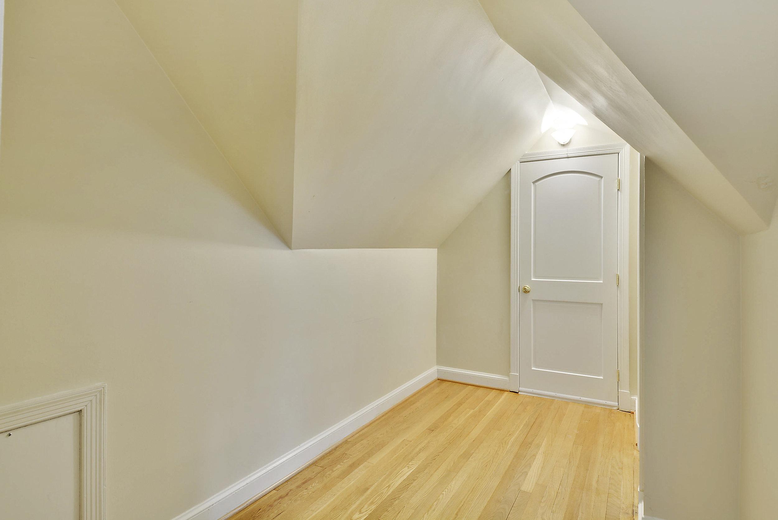 Upper Level-Play Room-_DSC5945.JPG