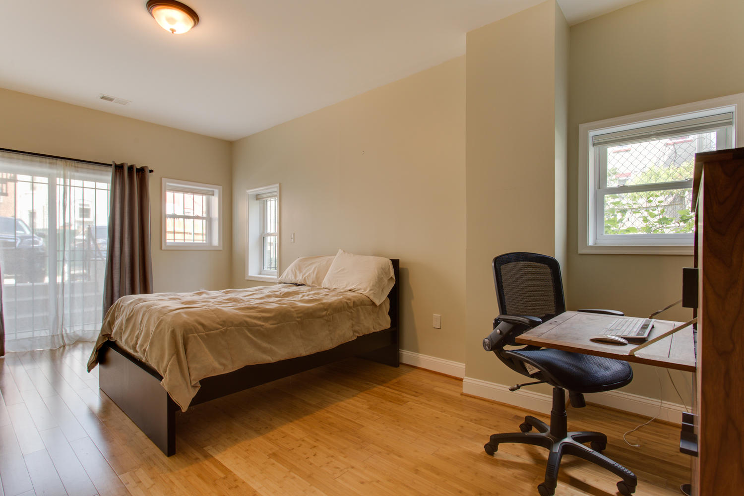 3532 13th St NW Washington DC-large-063-63-Bedroom-1500x1000-72dpi.jpg