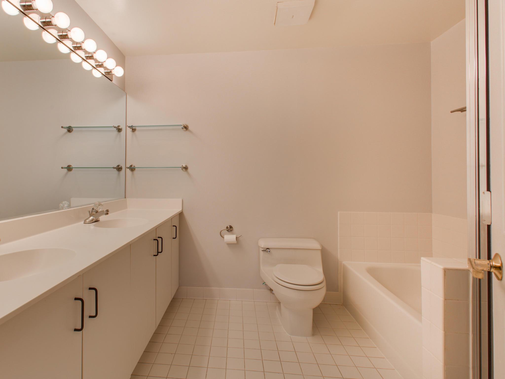 2301 N St NW 417 Northwest-MLS_Size-044-31-Master Bath-2048x1536-72dpi.jpg