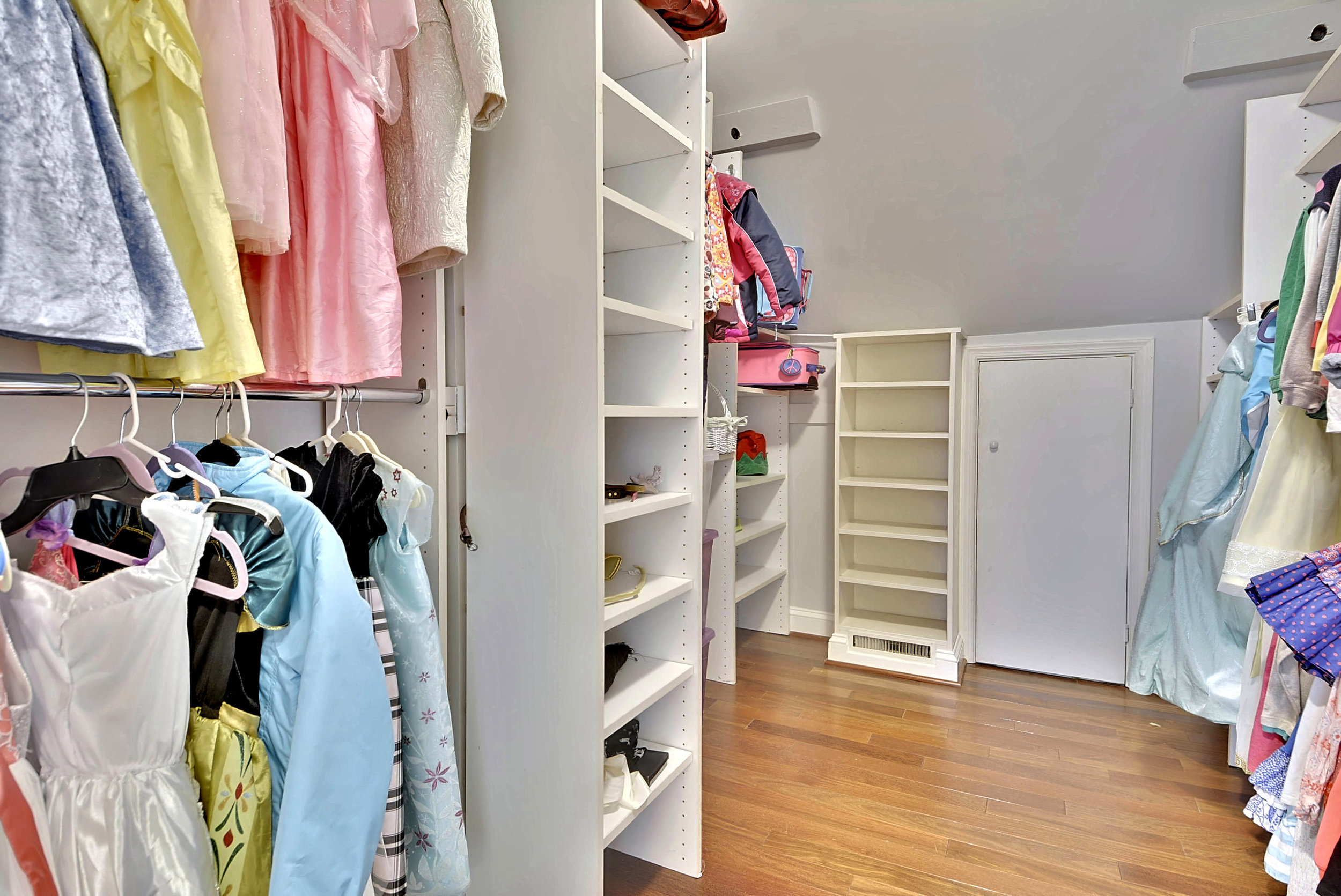 Upper Level-Walk In Closet-_DSC4245.JPG