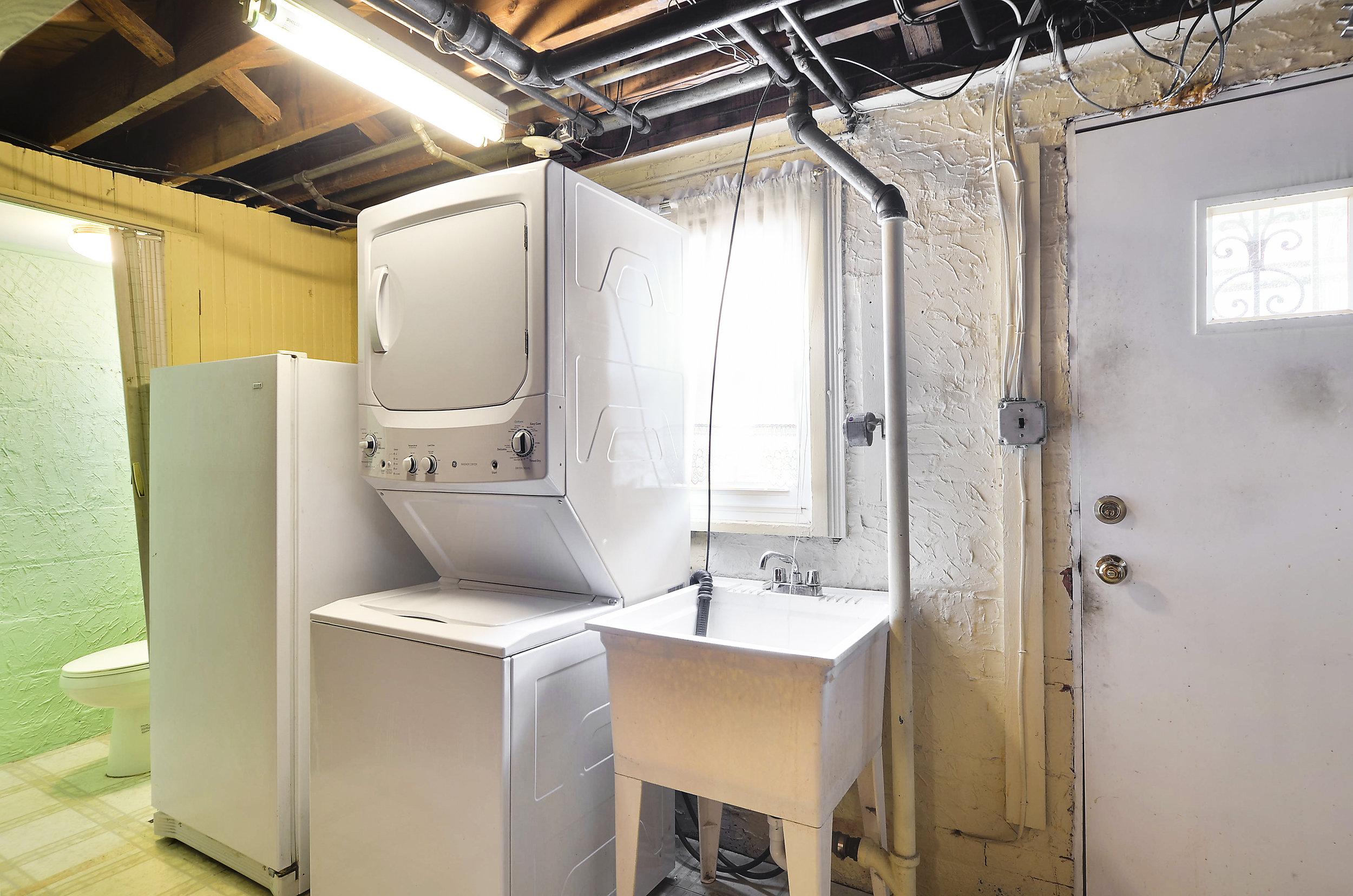 Lower Level-Laundry-DSC9759.JPG