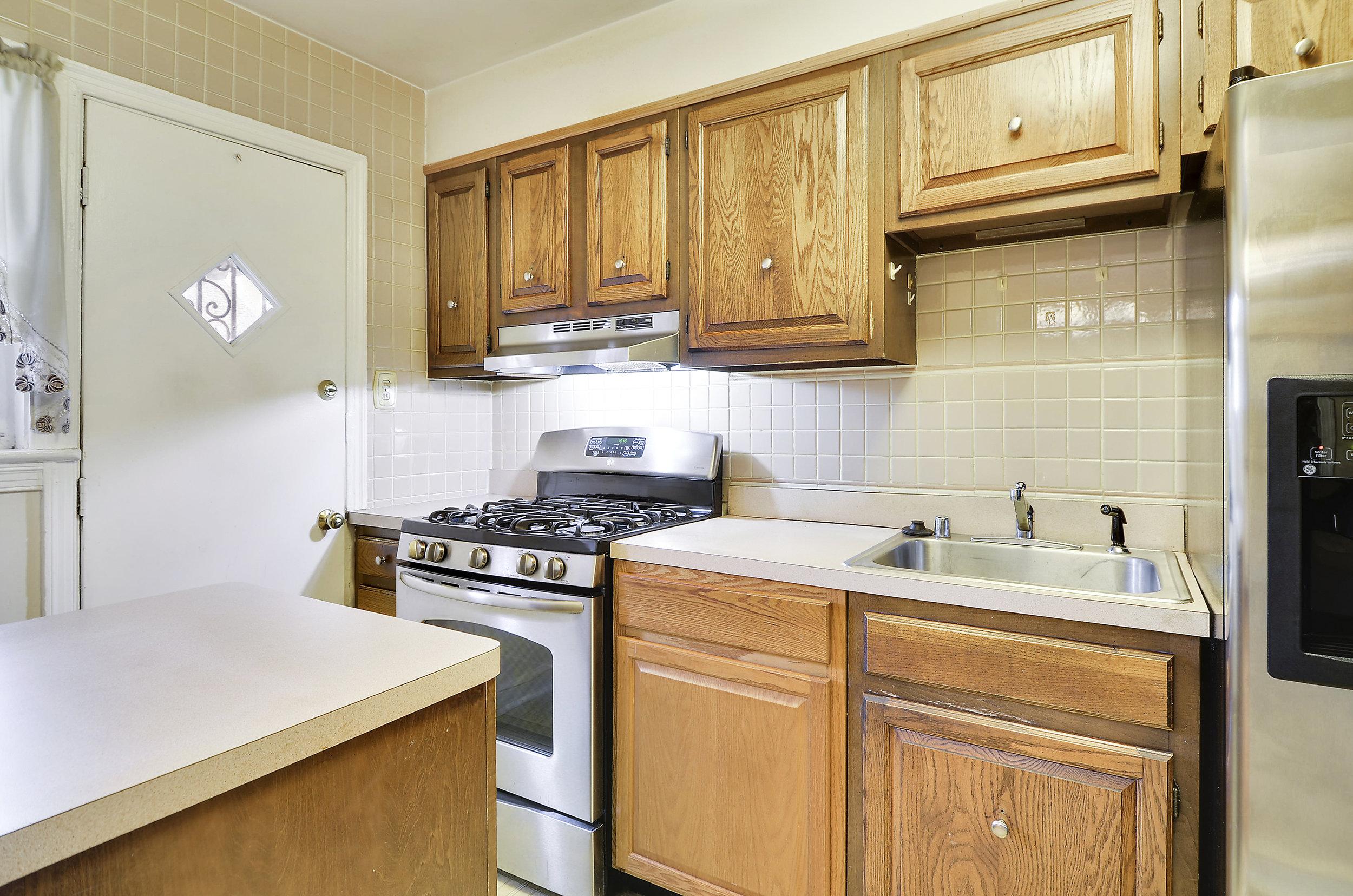 Main Level-Kitchen-DSC9744.JPG