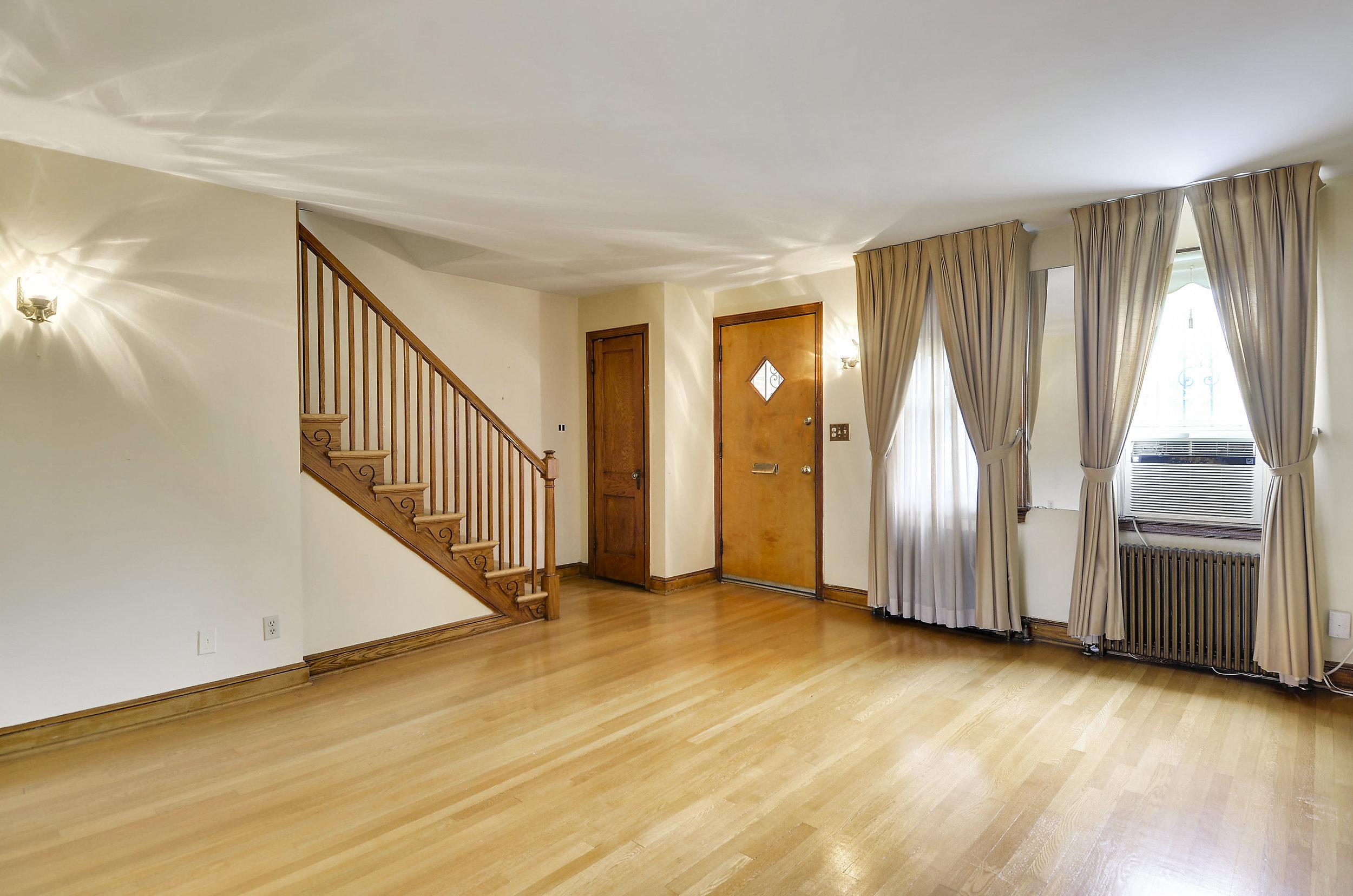 Main Level-Living Room-DSC9732.JPG
