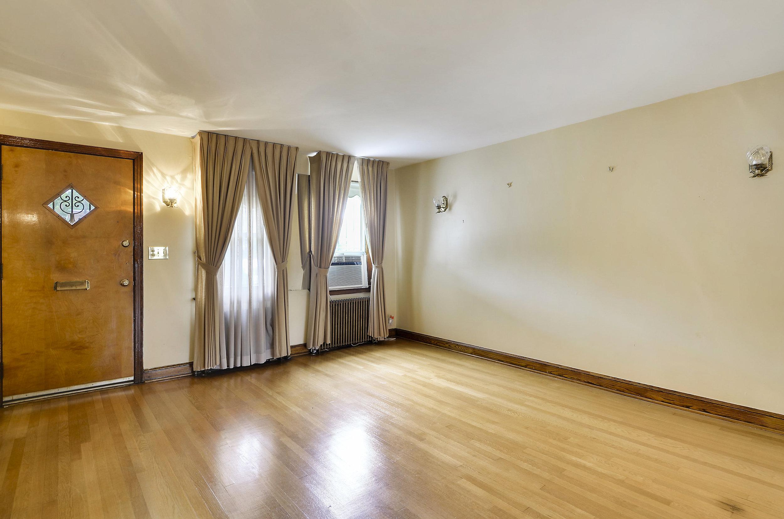 Main Level-Living Room-DSC9735.JPG