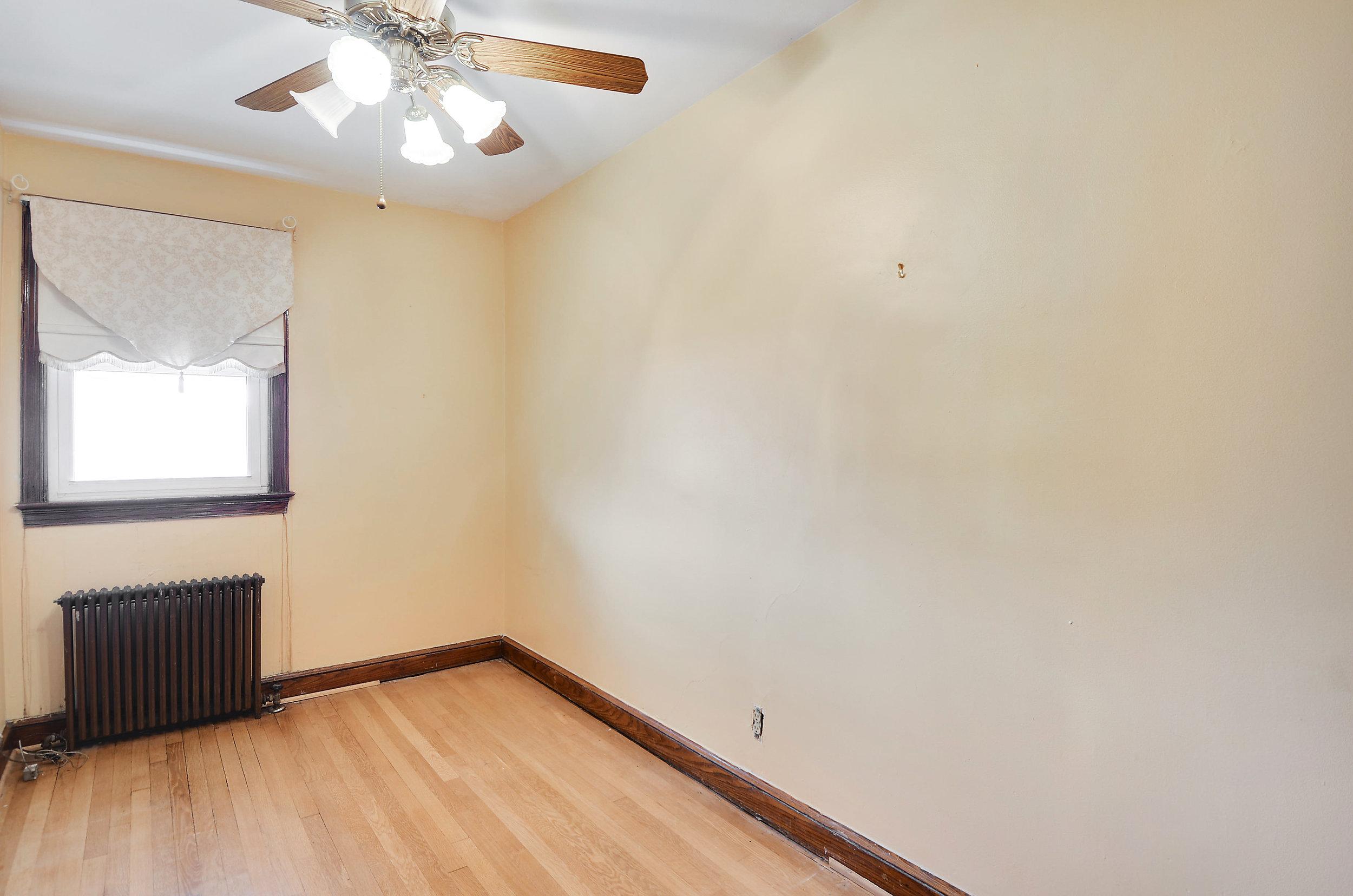 Upper Level-Bedroom-DSC9765.JPG