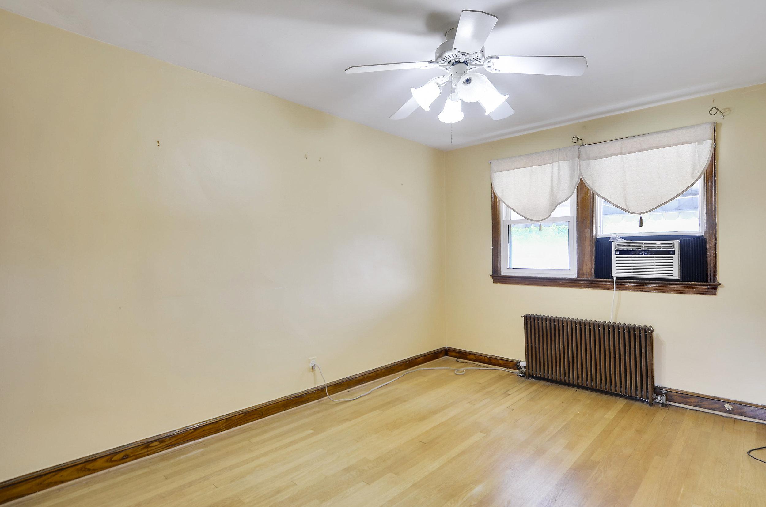 Upper Level-Bedroom-DSC9771.JPG