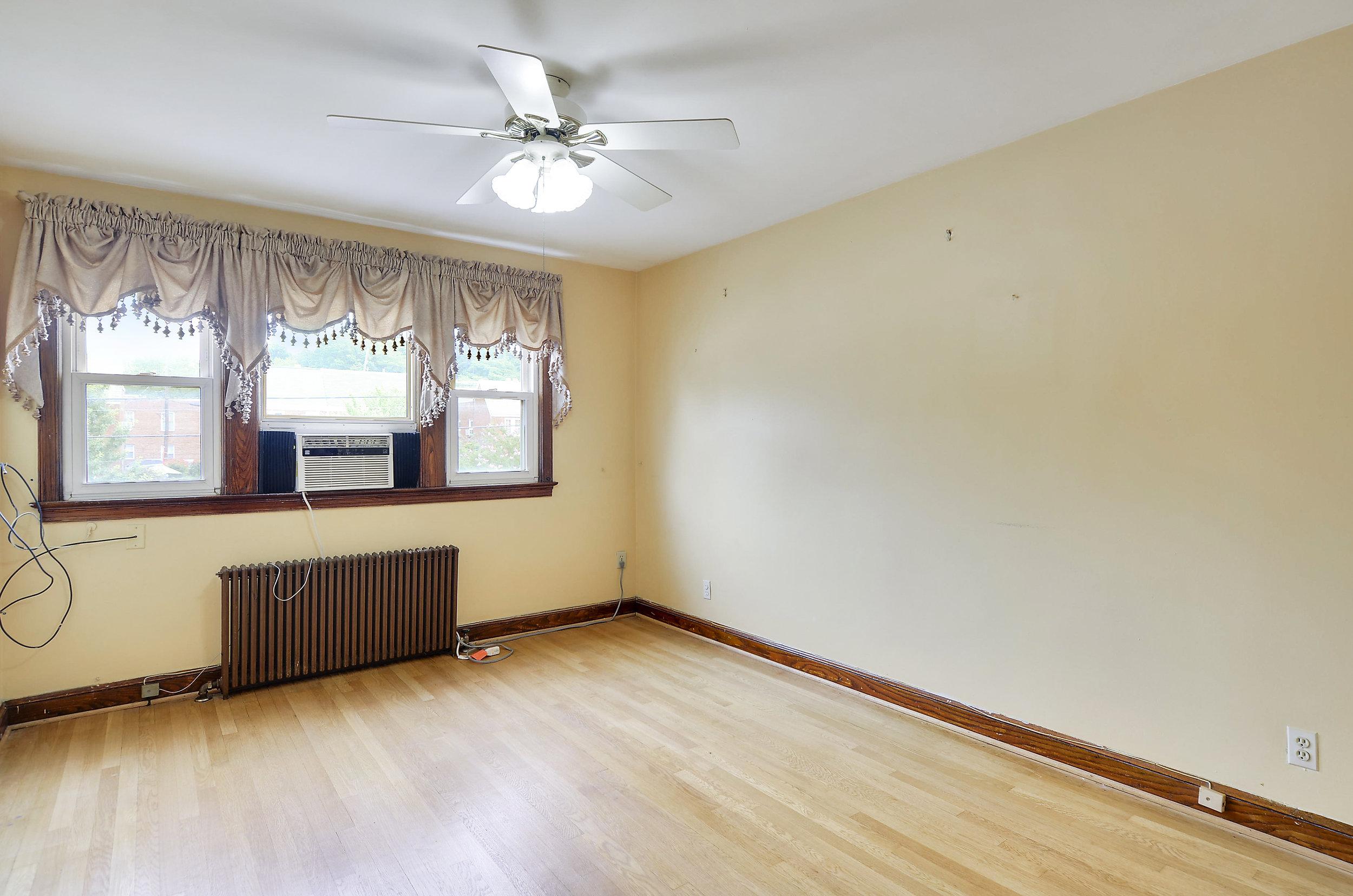 Upper Level-Bedroom-DSC9777.JPG