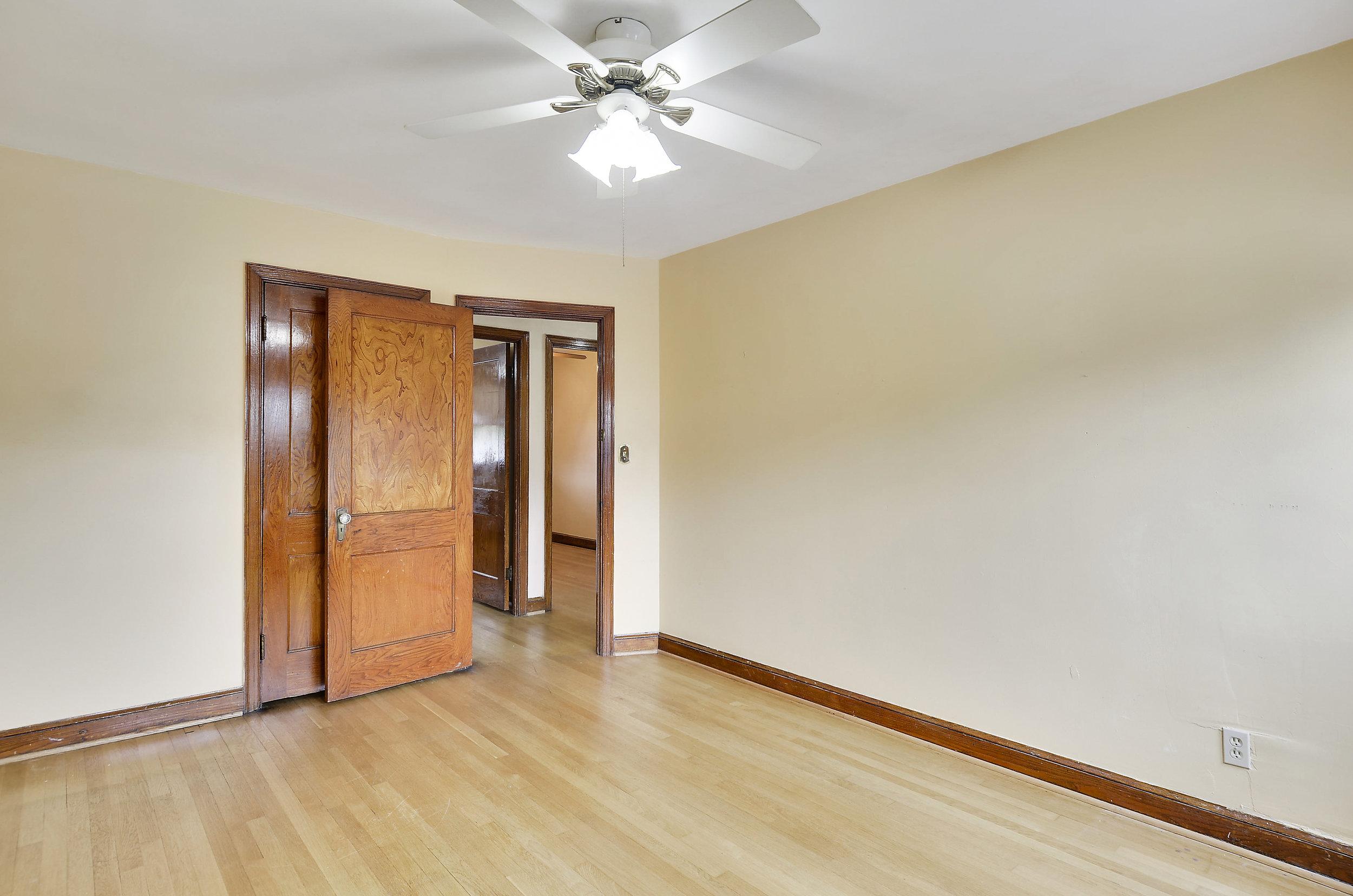 Upper Level-Bedroom-DSC9780.JPG