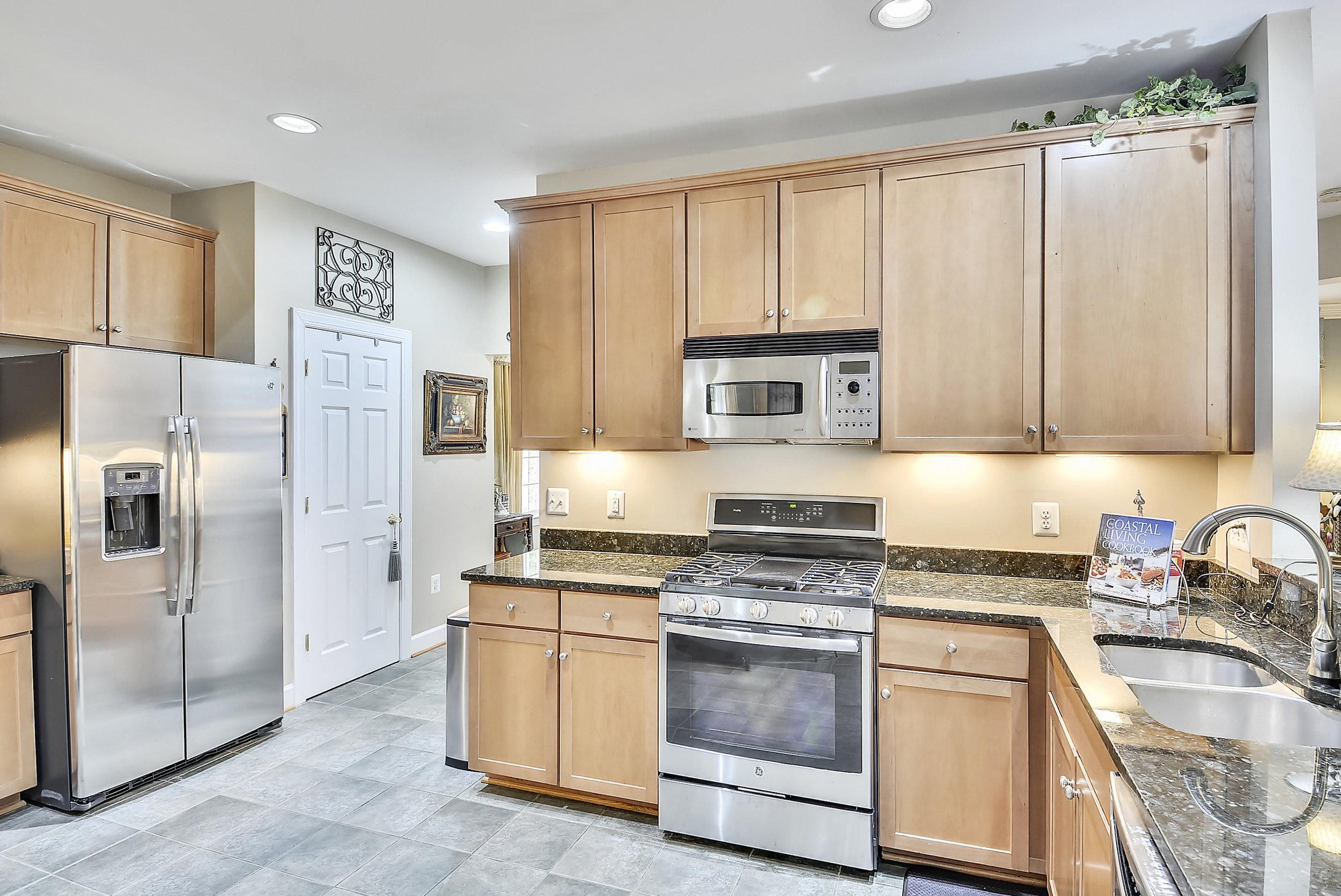 Main Level-Kitchen-_DSC6610.JPG