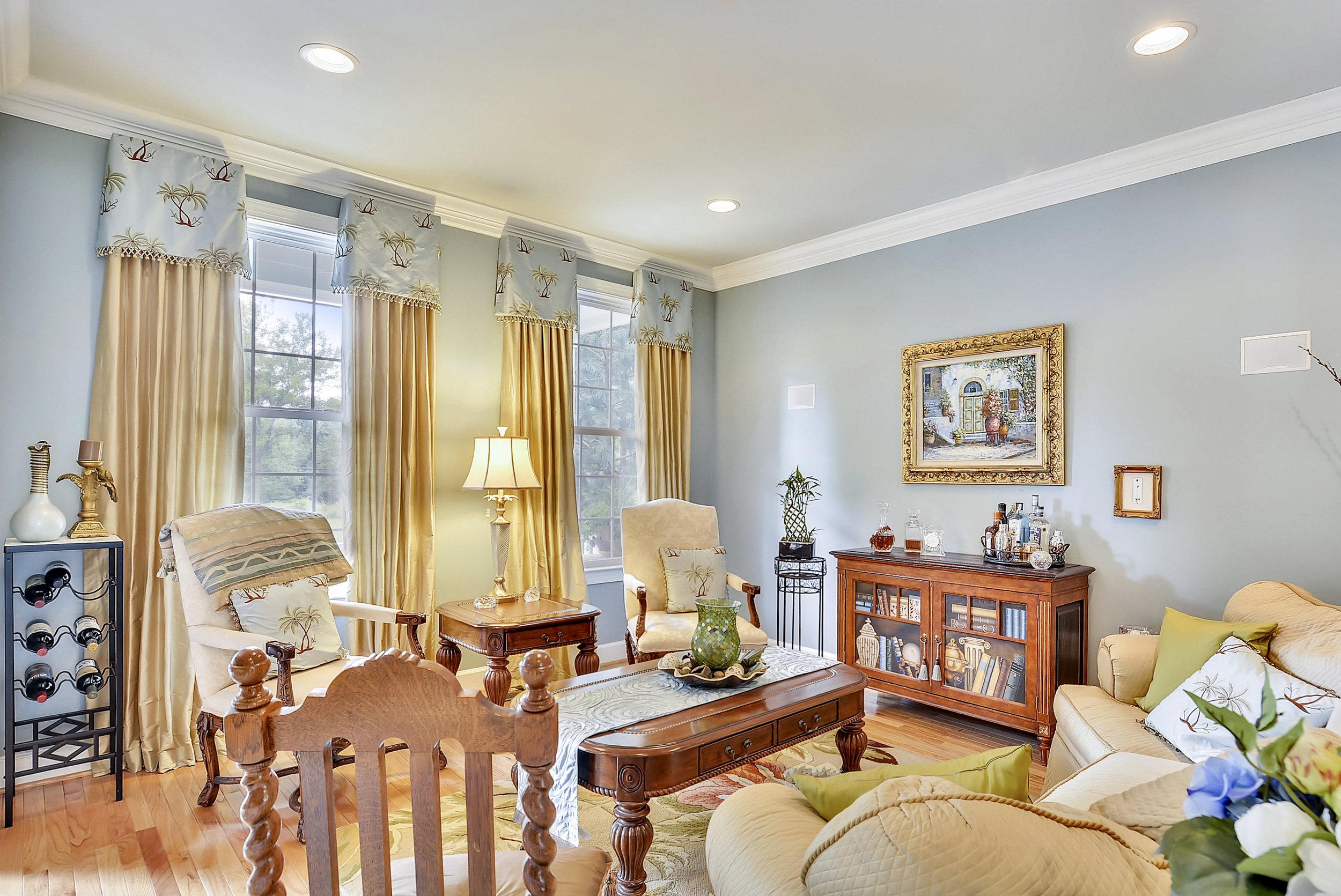 Main Level-Living Room-_DSC6660.JPG