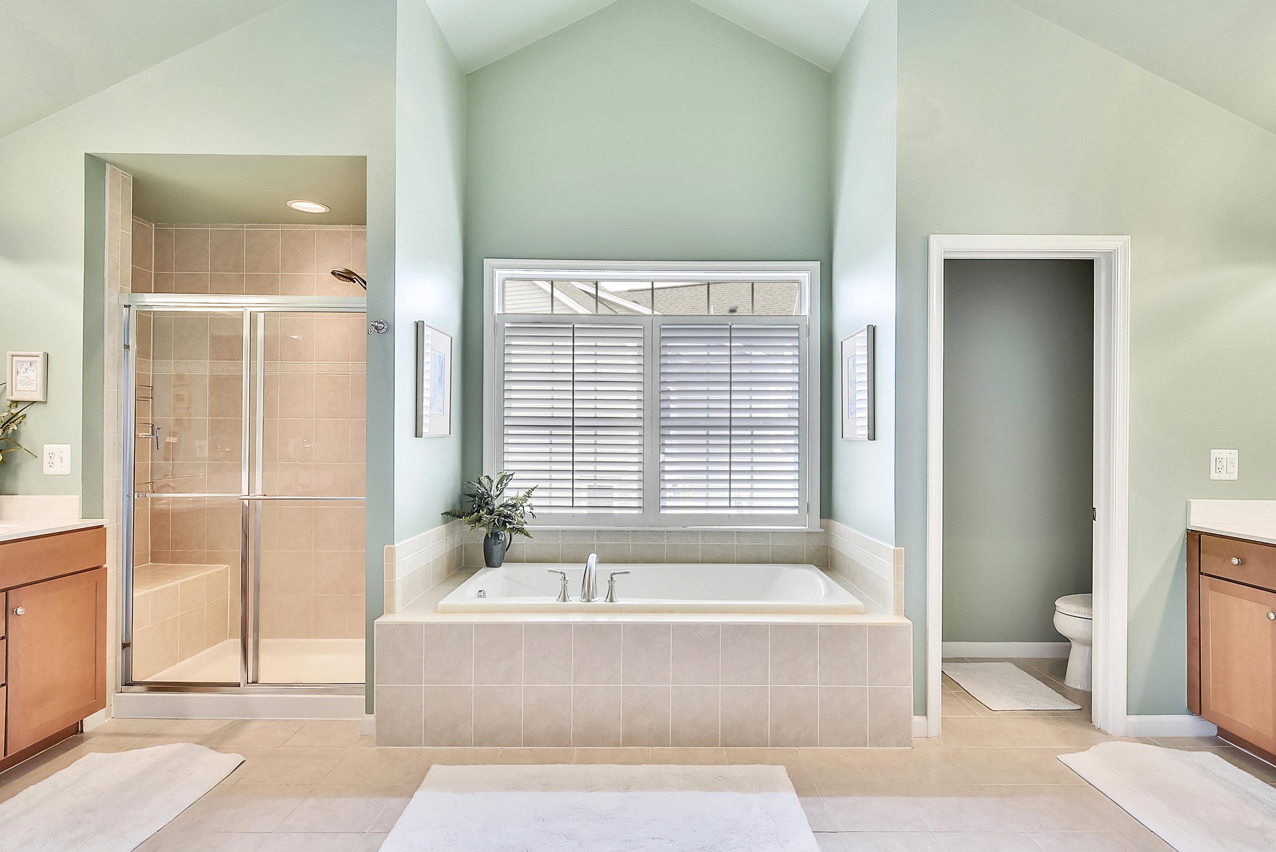 Upper Level 1-Master Bath-_DSC6515.JPG
