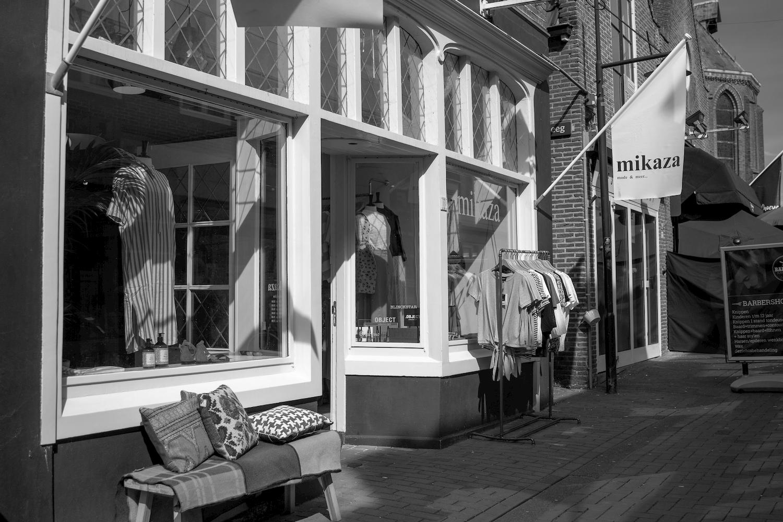 Winkelpui in winkelstraat Dokkum
