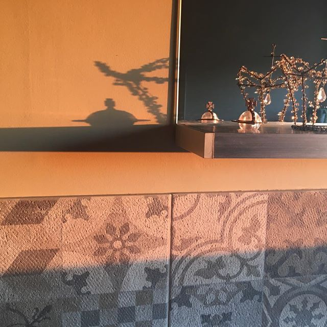 loving this shadow play just before sunset.  #shadowplay #viviennewestwoodorb #motherearthsmiracles #mybathroomshelf #reflections #shadows