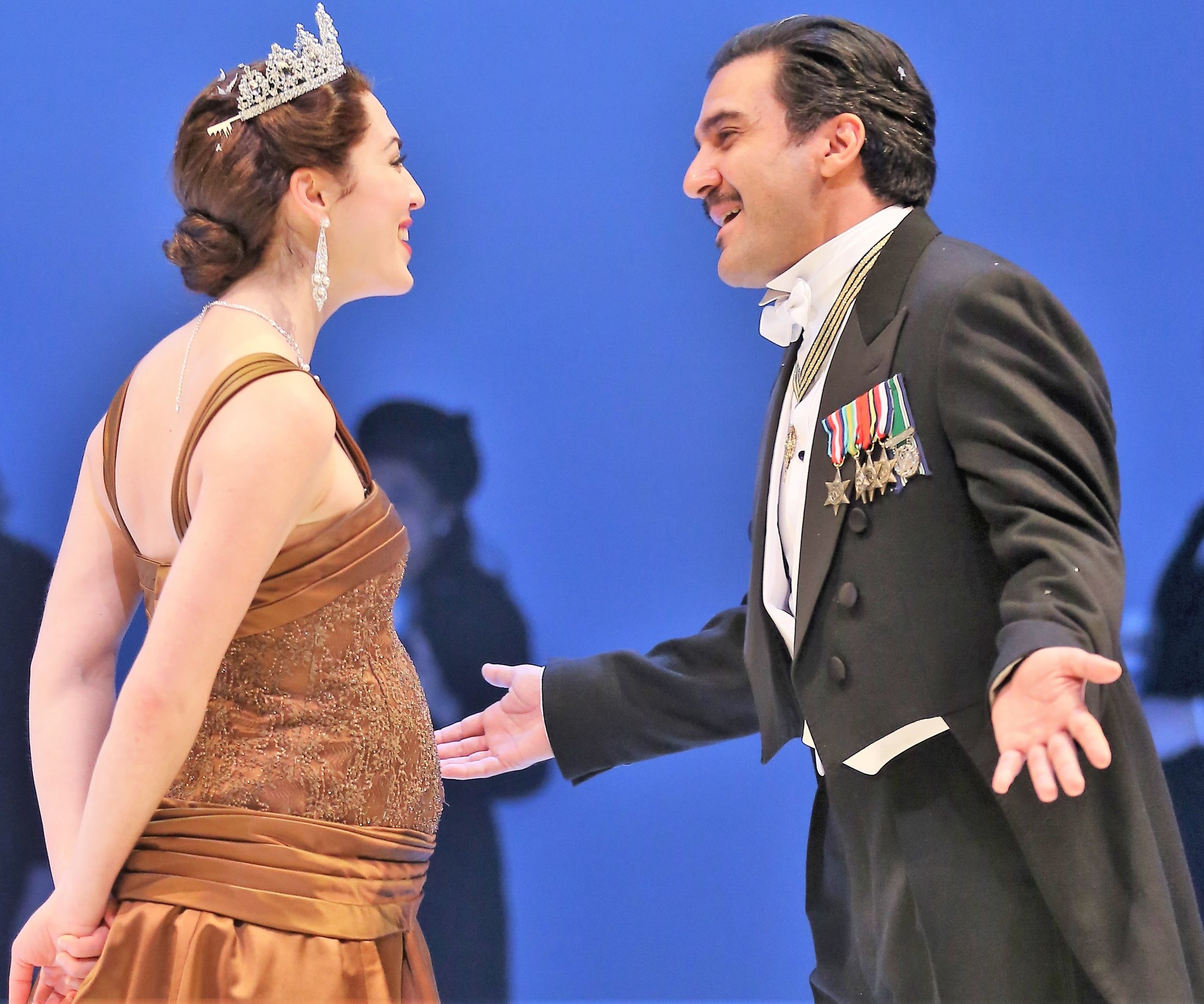 Kelley Curran plays the wronged Queen Hermione, and Dion Mucciacito is Polixenes, King of Bohemia. Photo by Carol Rosegg.