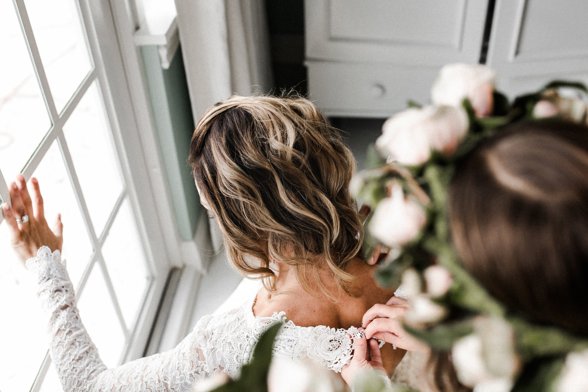 mother and daughter wedding day