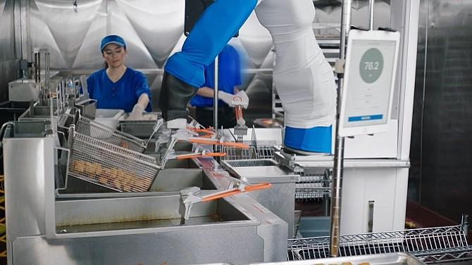 Flippy working at Dodger Stadium. Image: Miso Robotics.