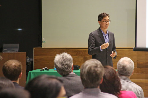 Disruptive Digital Health Innovations: iHub Speaker Series   To kick off the iHub Speaker Series in 2017, iHub welcomed David Rhew, MD, Chief Medical Officer of Samsung to discuss what he sees as the future of disruptive digital health innovations.