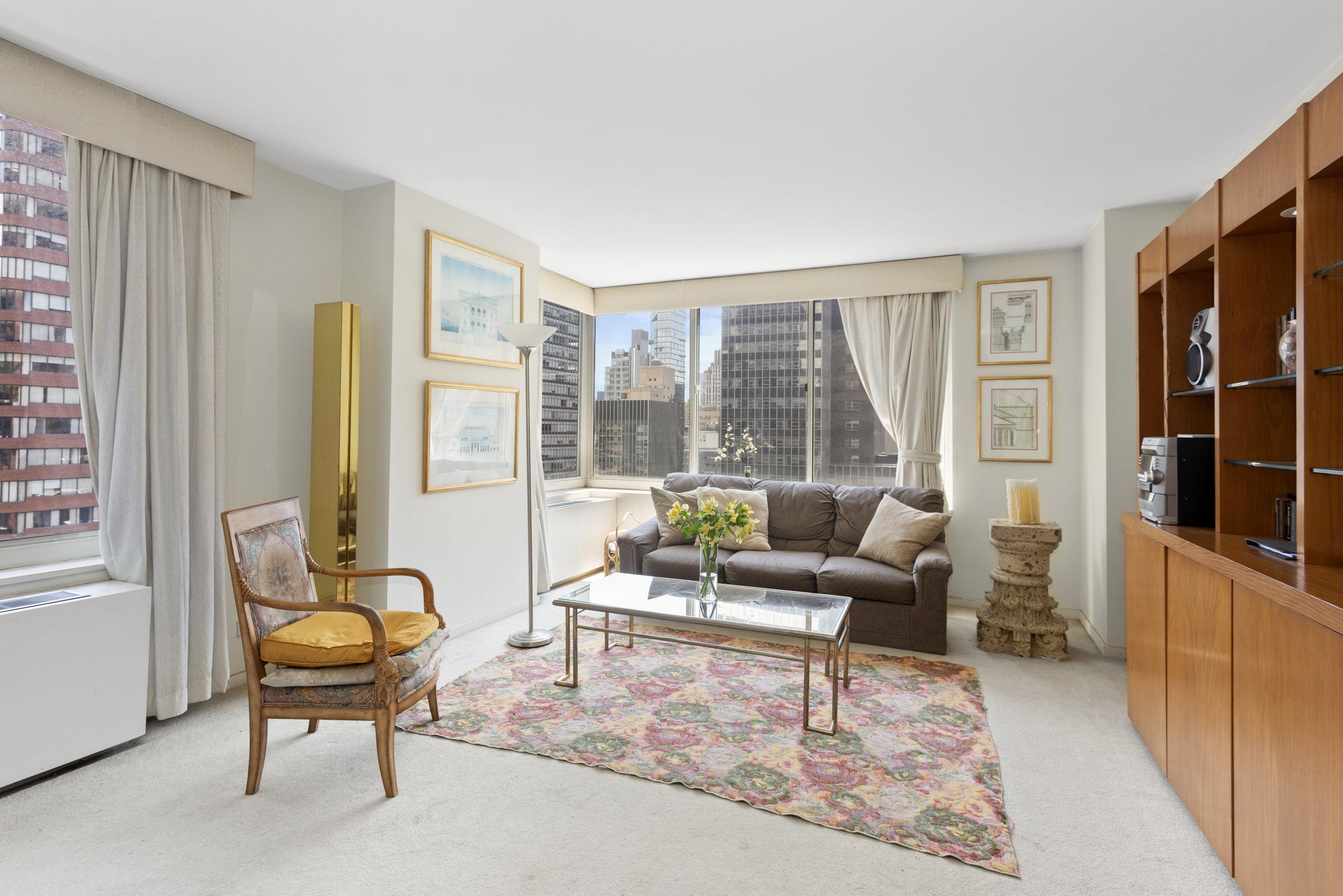 145 East 48th Street | 28F  $980,000 | 1 Bed | 1.5 Bath