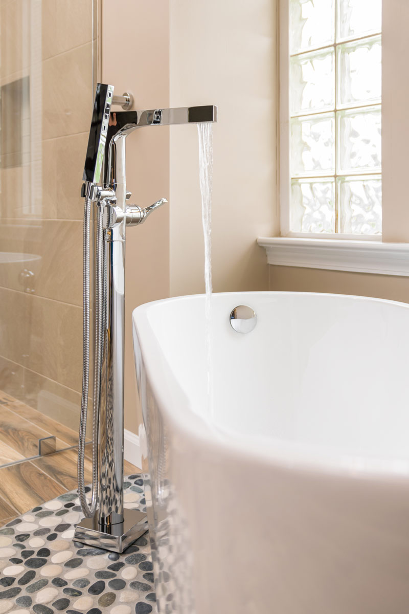 Bath Tub Faucet