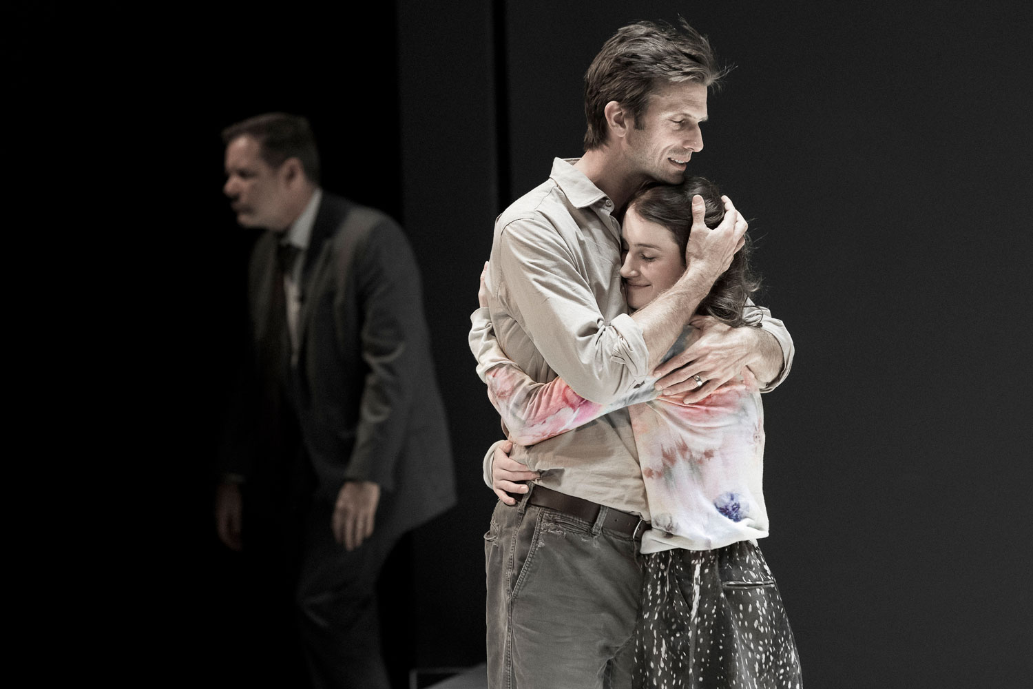 Frederick Weller and Catherine Combs in the Young Vic Production of  A View From The Bridge . Directeed by Ivo Van Hove. Photo by Jan Versweyveld.
