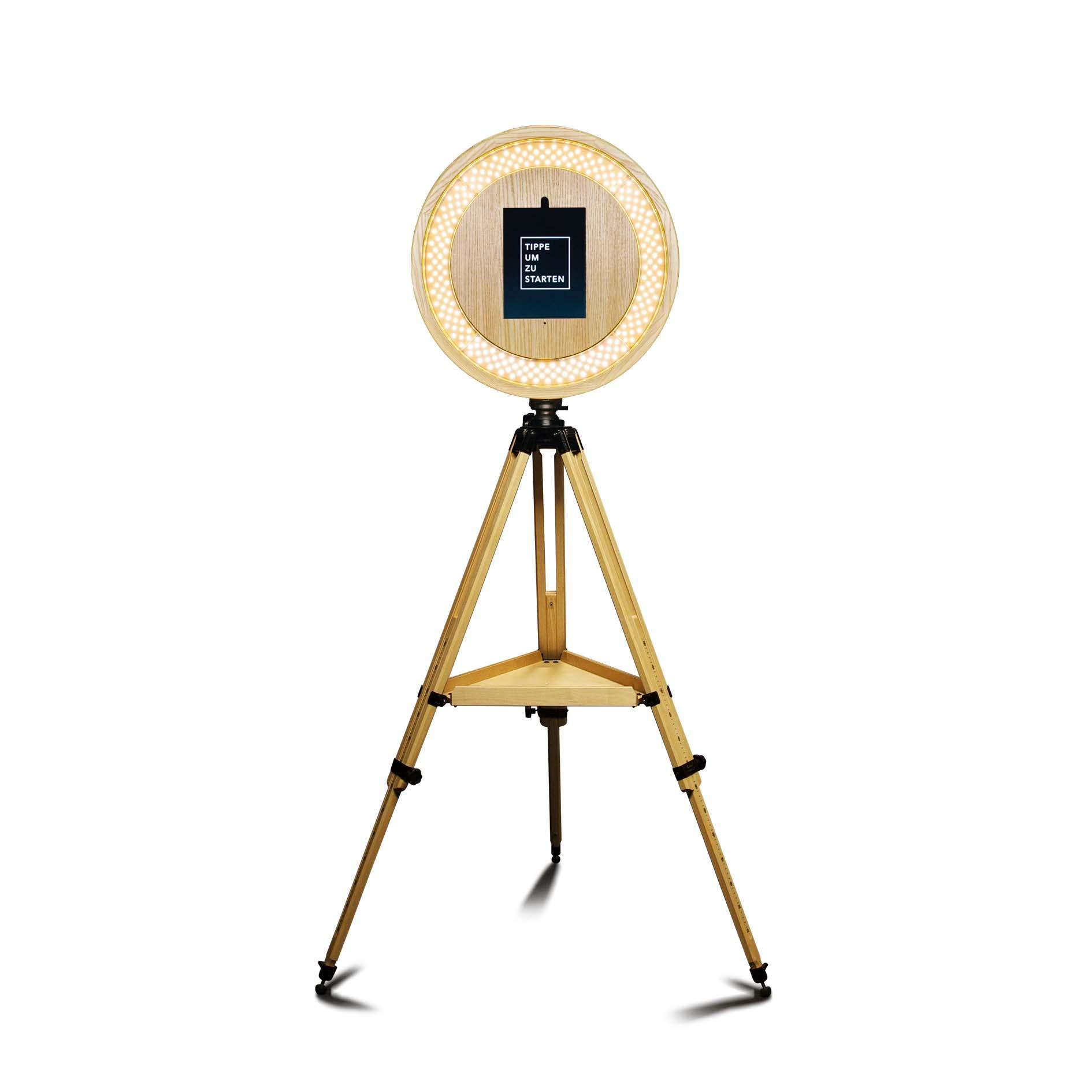 Fotobox 2.0 - - Fotobox im edlen Holz-Look- integriertes Ringlicht für Beauty-Beleuchtung- standortunabhängig, da akkubetrieben- erzeugt die aus Instagram bekannten Boomerangs- SMS- und eMail-Versand - direkt aufs Handy!- optional: kabelloser Drucker im selben Holz-Design