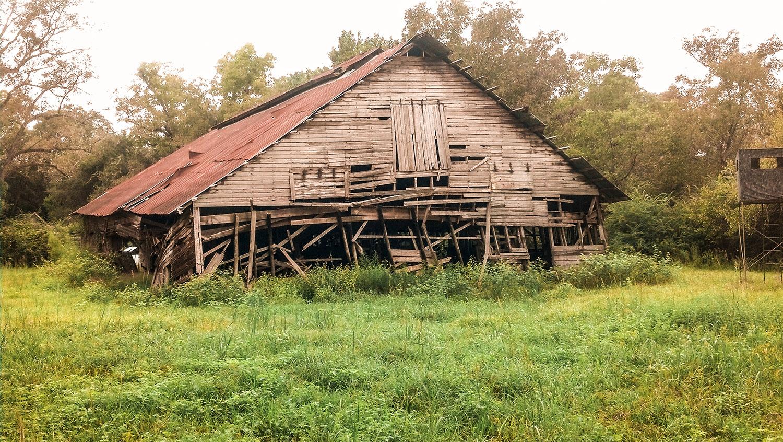 A barnwood source pre-demolition