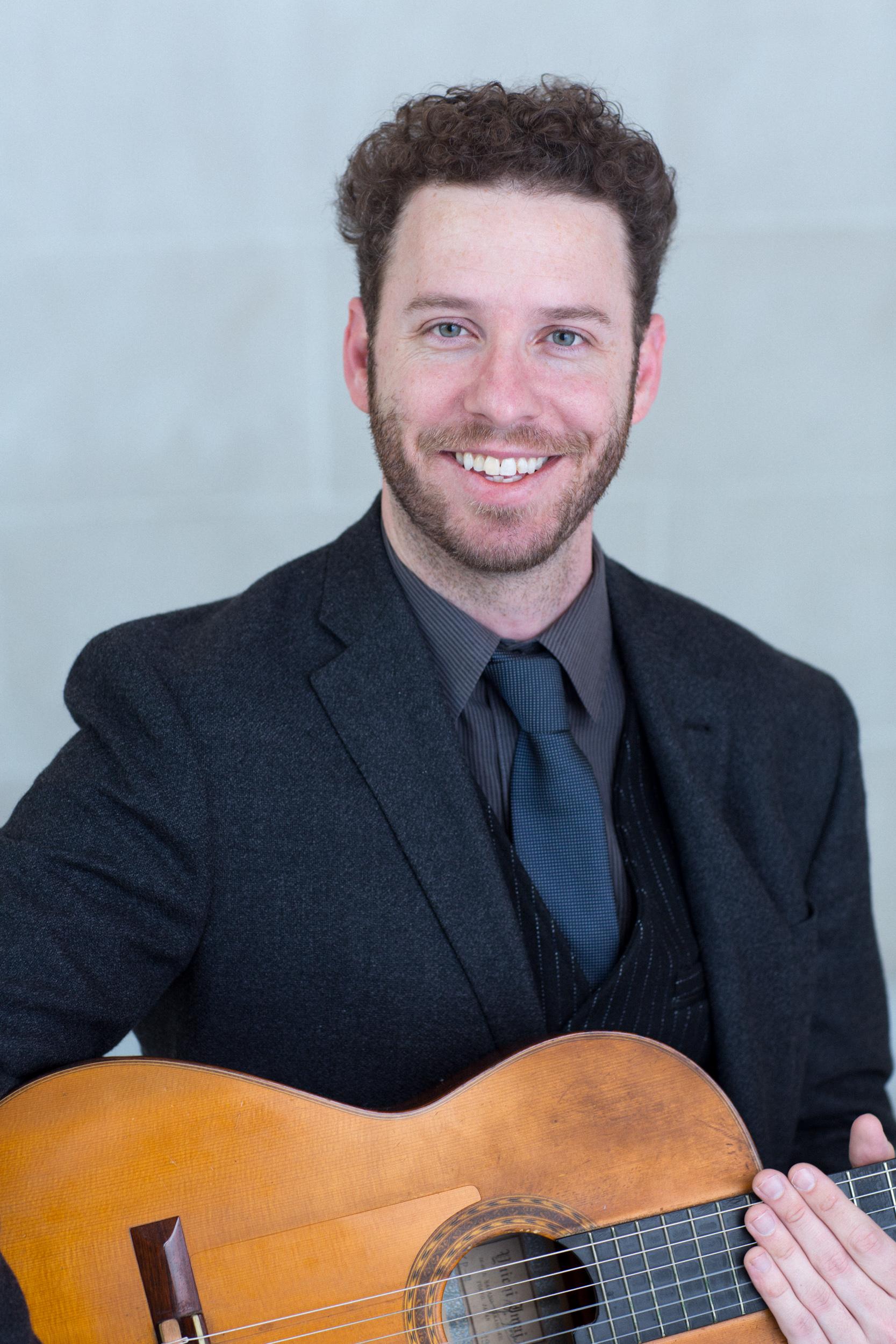 Thomas Kenny, guitar