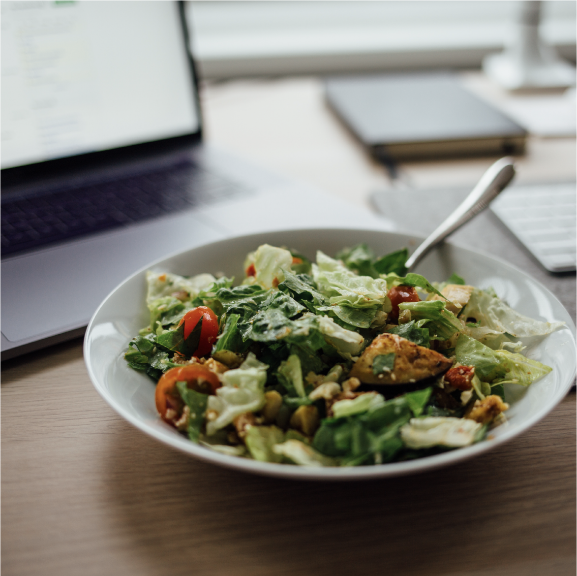 Try packing your lunch — it's healthier for you and your wallet. Americans spend about $3,000 eating out for lunch, that could be more money in your pocket #DollarsAndSense #Opptimize 📷:@nielsenramon