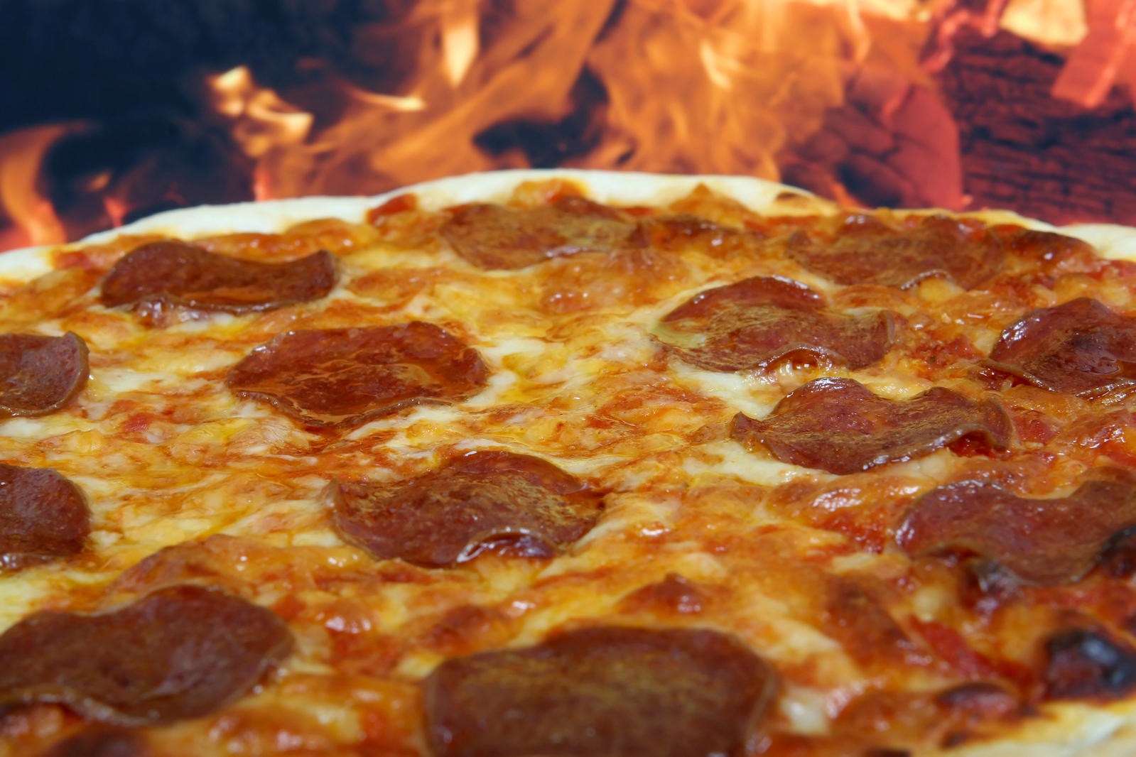 traditional-american-italian-cheese-and-pepperoni-pizza-1632198-1599x1066.jpg