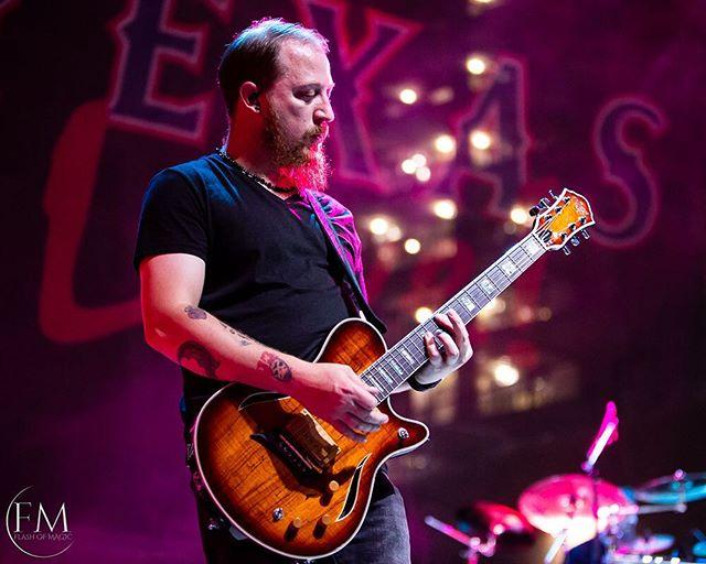 Sonic musical goodness on guitar!! @thebo55hogg @just_like_pink @arlingtonbackyard #concertphotography #pink #justlikepink #guitar #colorfull
