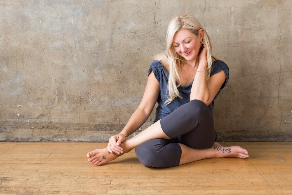 TARA JUDELLE  Tara is the creator of Embodied Flow, which is a continuum of movement and expression that draws from the discoveries of various hatha, tantric and somatic movement systems in order to experience yoga as a living art form.