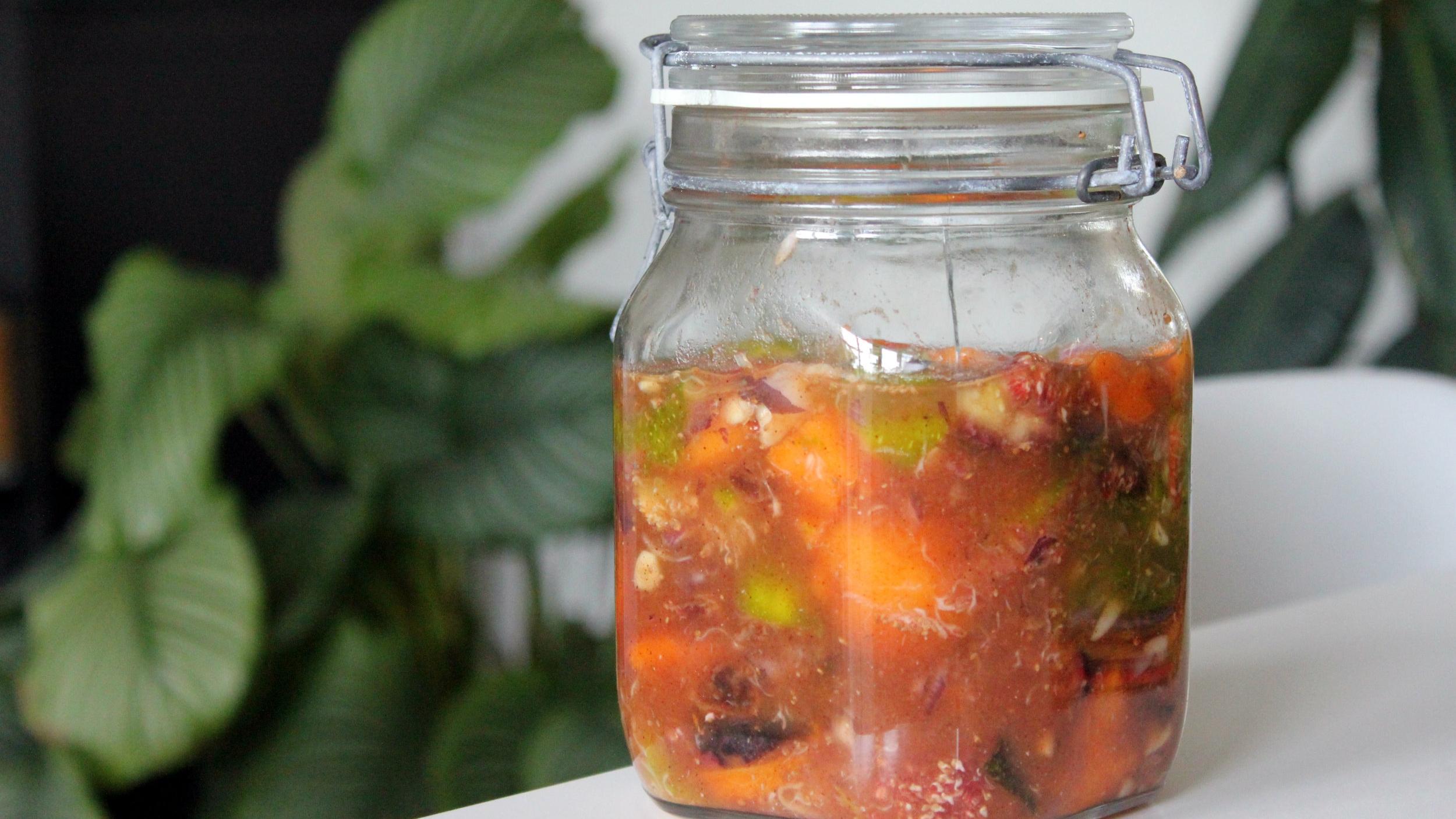 Sladko-kislo-pikantno sadje se fermentira!