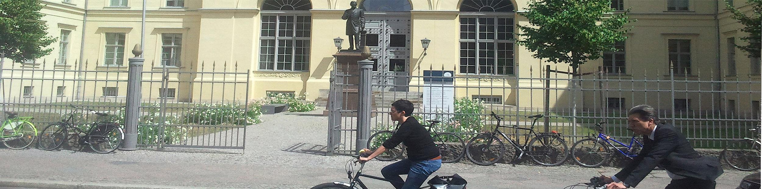 BMSEK_Bilder_HU Graduate School 2_OPT_2014-06-18 14_STREIFEN 900p hoch mit Fahrrädern.jpg