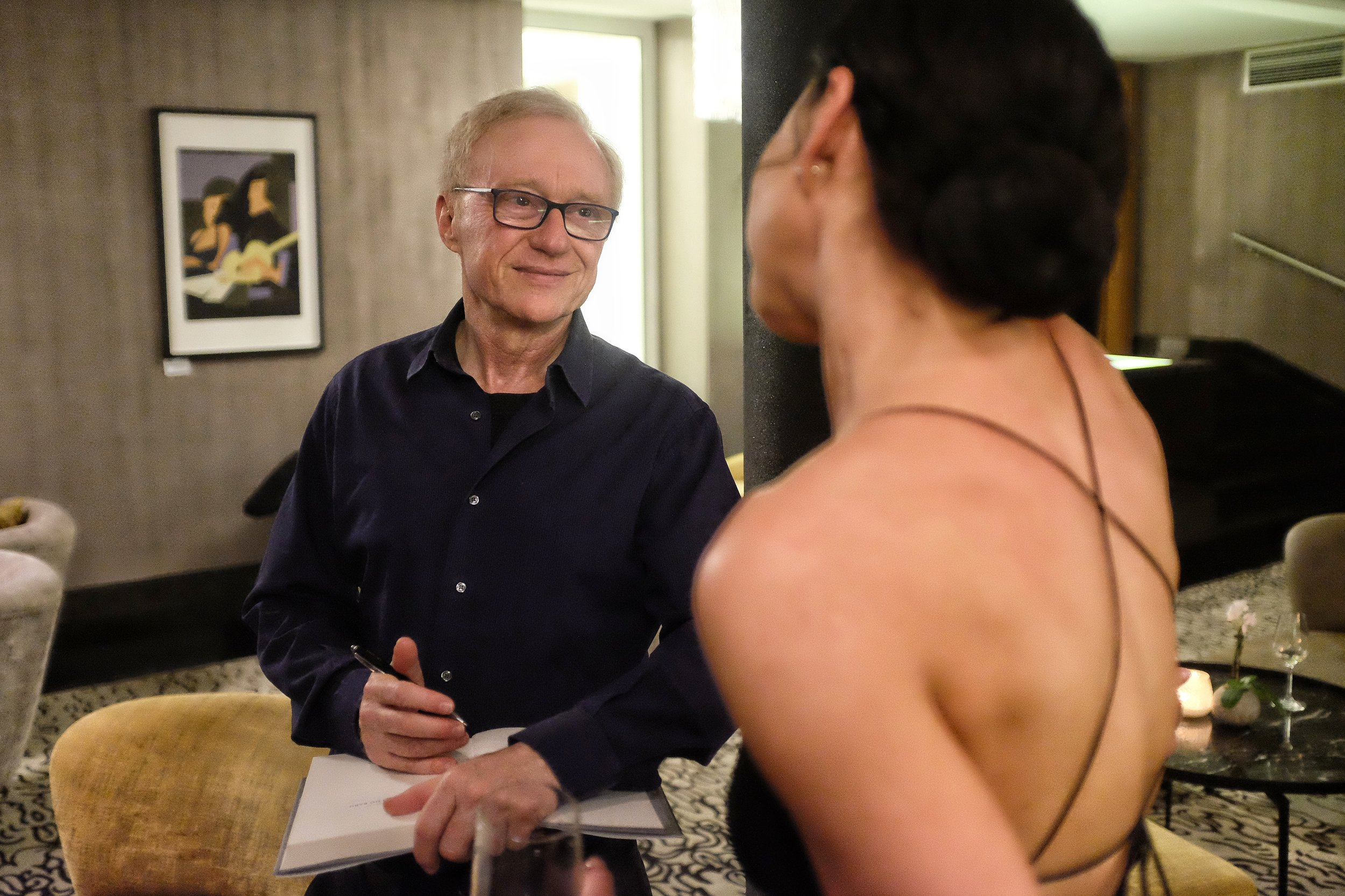 David Grossman talk to a reader at the reception held by the Israeli embassy on the occasion of the intl. book fair